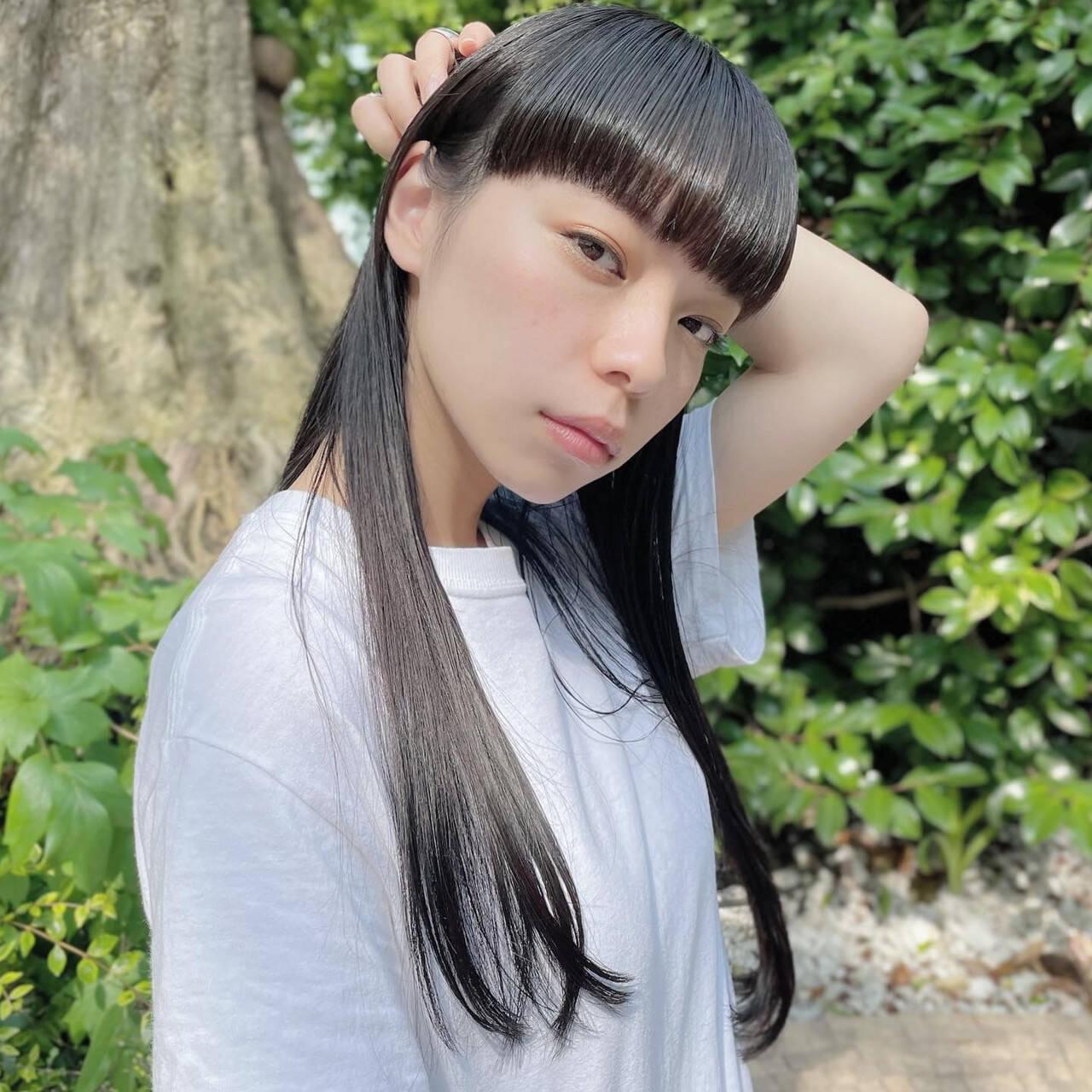 黒髪 ロング ナチュラル 前髪パッツンヘアスタイルや髪型の写真・画像