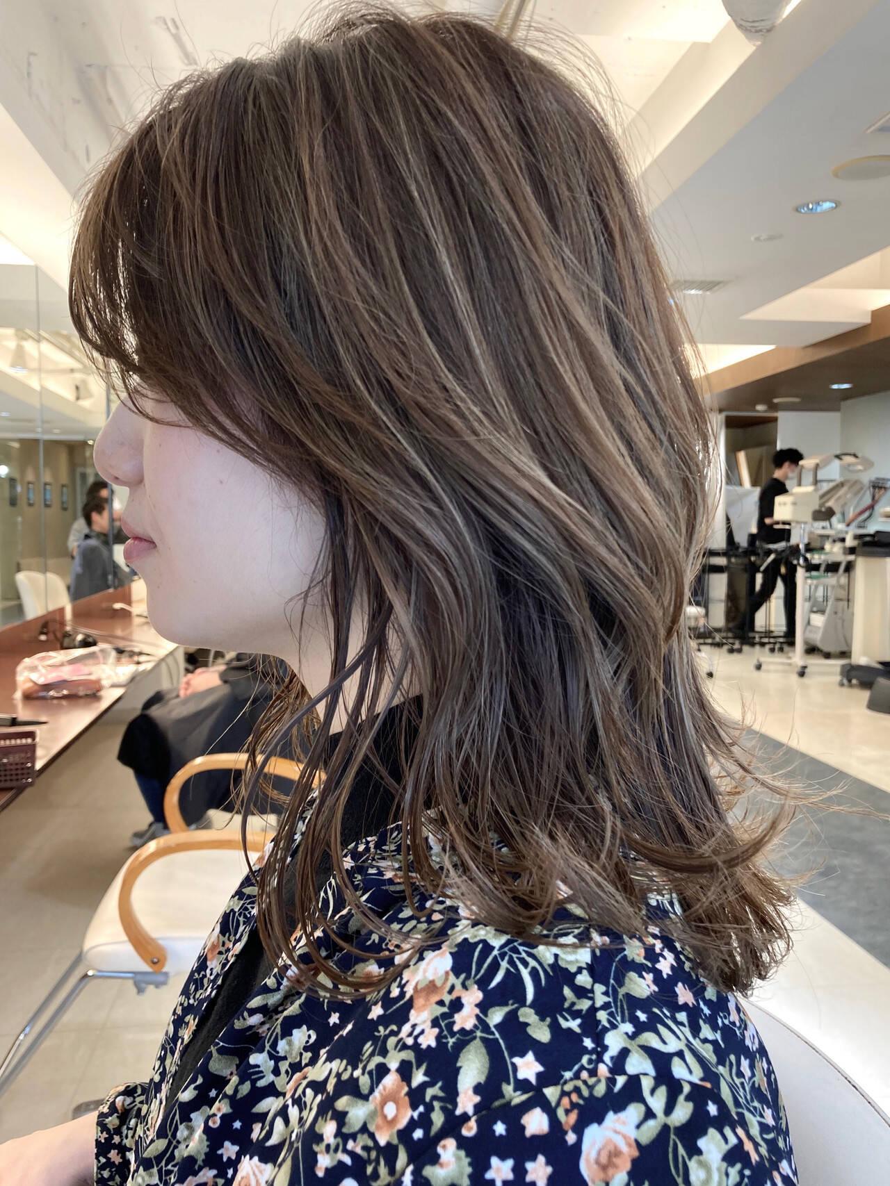 ブリーチ ミディアム ハイライト 大人ハイライトヘアスタイルや髪型の写真・画像