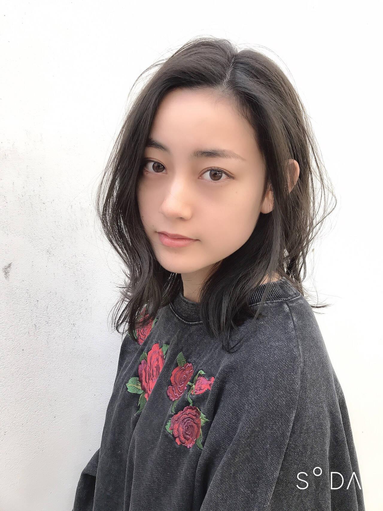 ミディアム クール デート ナチュラルヘアスタイルや髪型の写真・画像