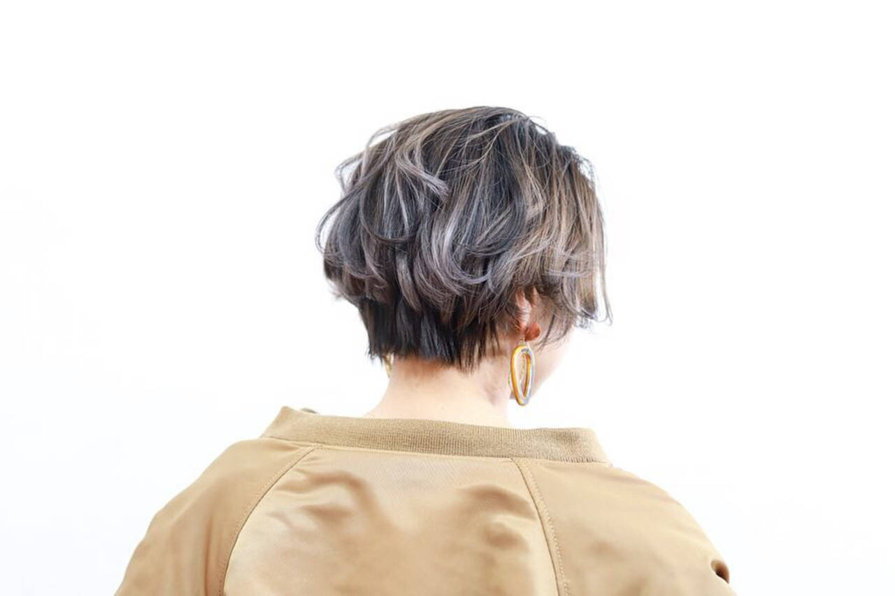 バレイヤージュ ハンサムショート ショート ナチュラルヘアスタイルや髪型の写真・画像