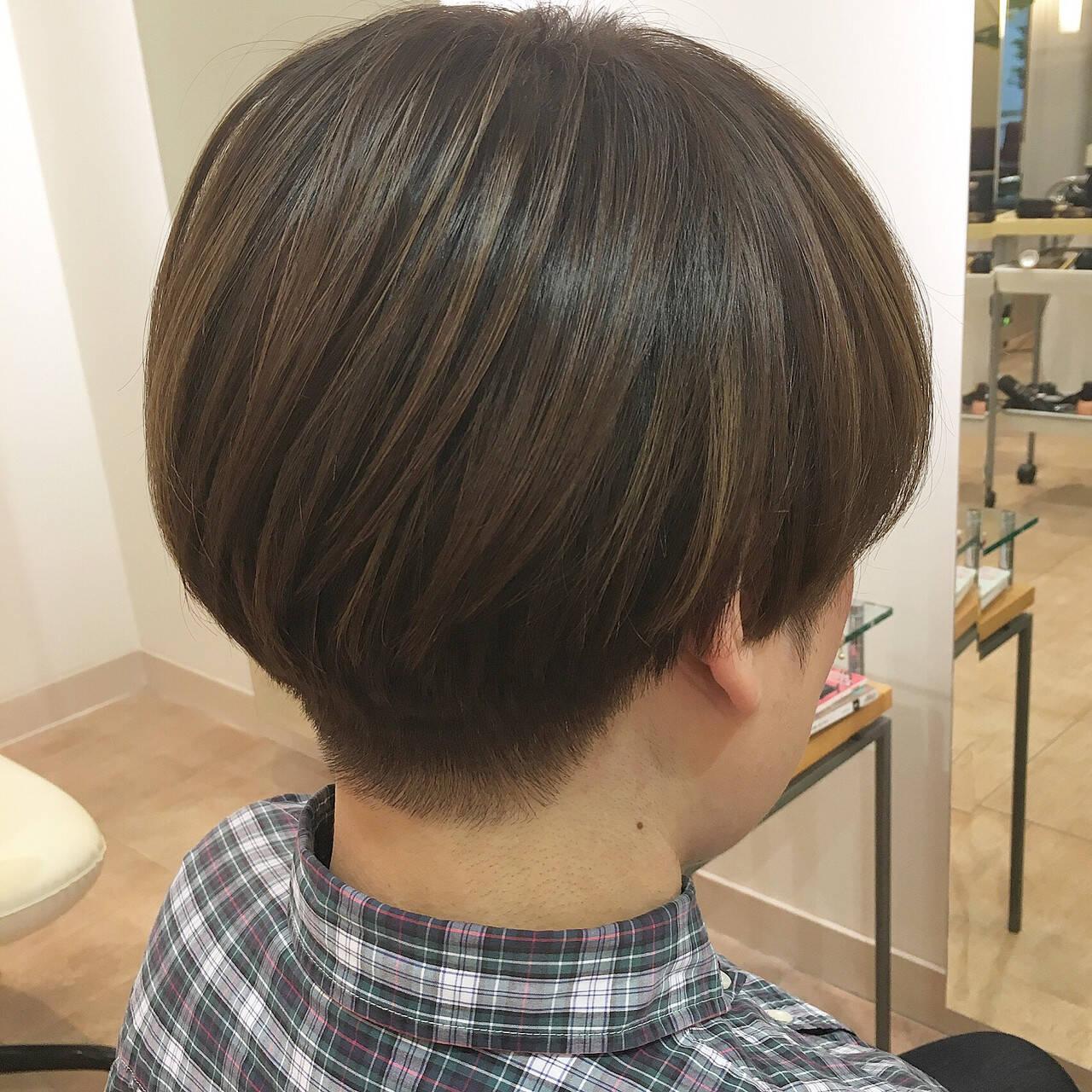 刈り上げ ツーブロック ベージュ マッシュヘアスタイルや髪型の写真・画像