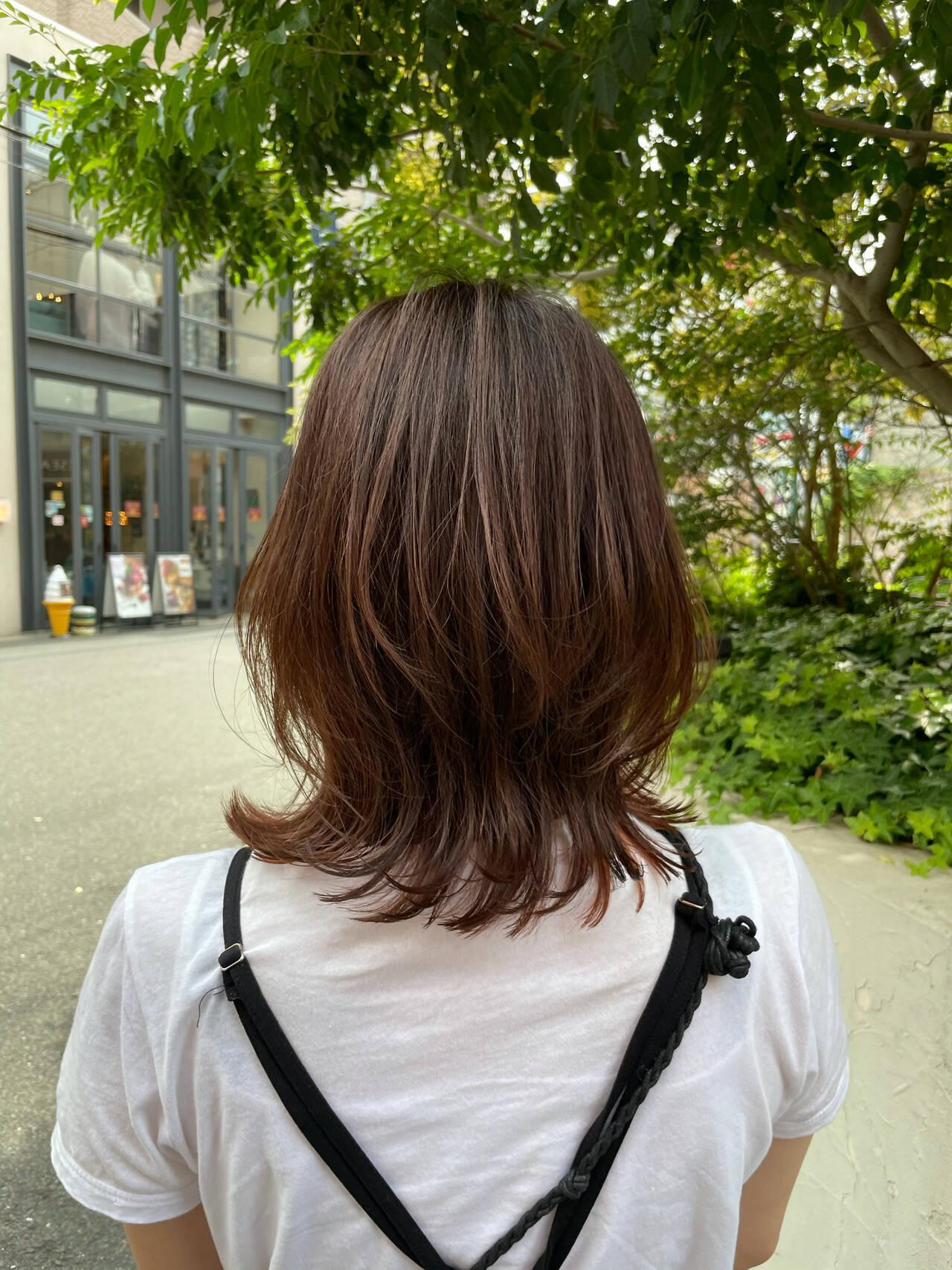 ミディアム ひし形シルエット インナーカラー ミディアムレイヤーヘアスタイルや髪型の写真・画像