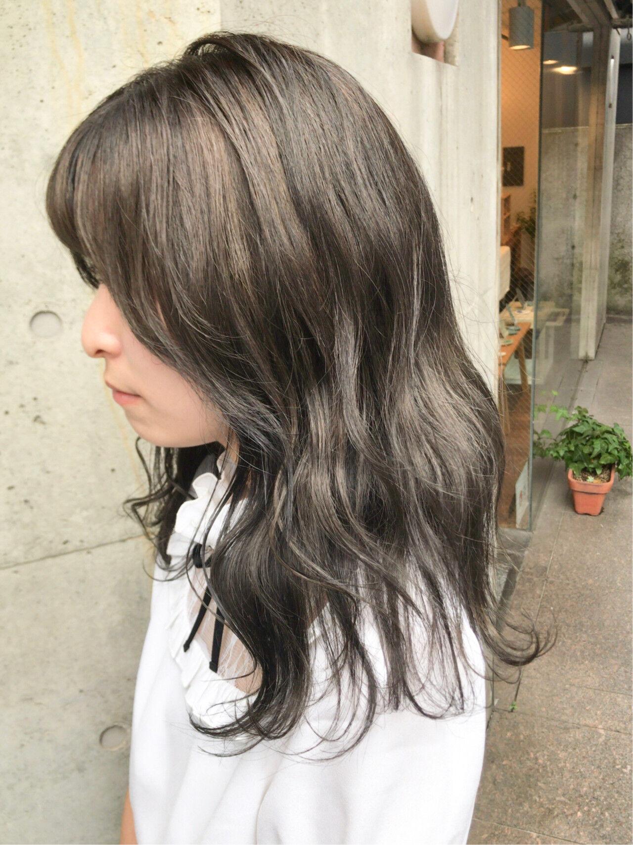 モード ブルーアッシュ ミディアム アッシュグレーヘアスタイルや髪型の写真・画像