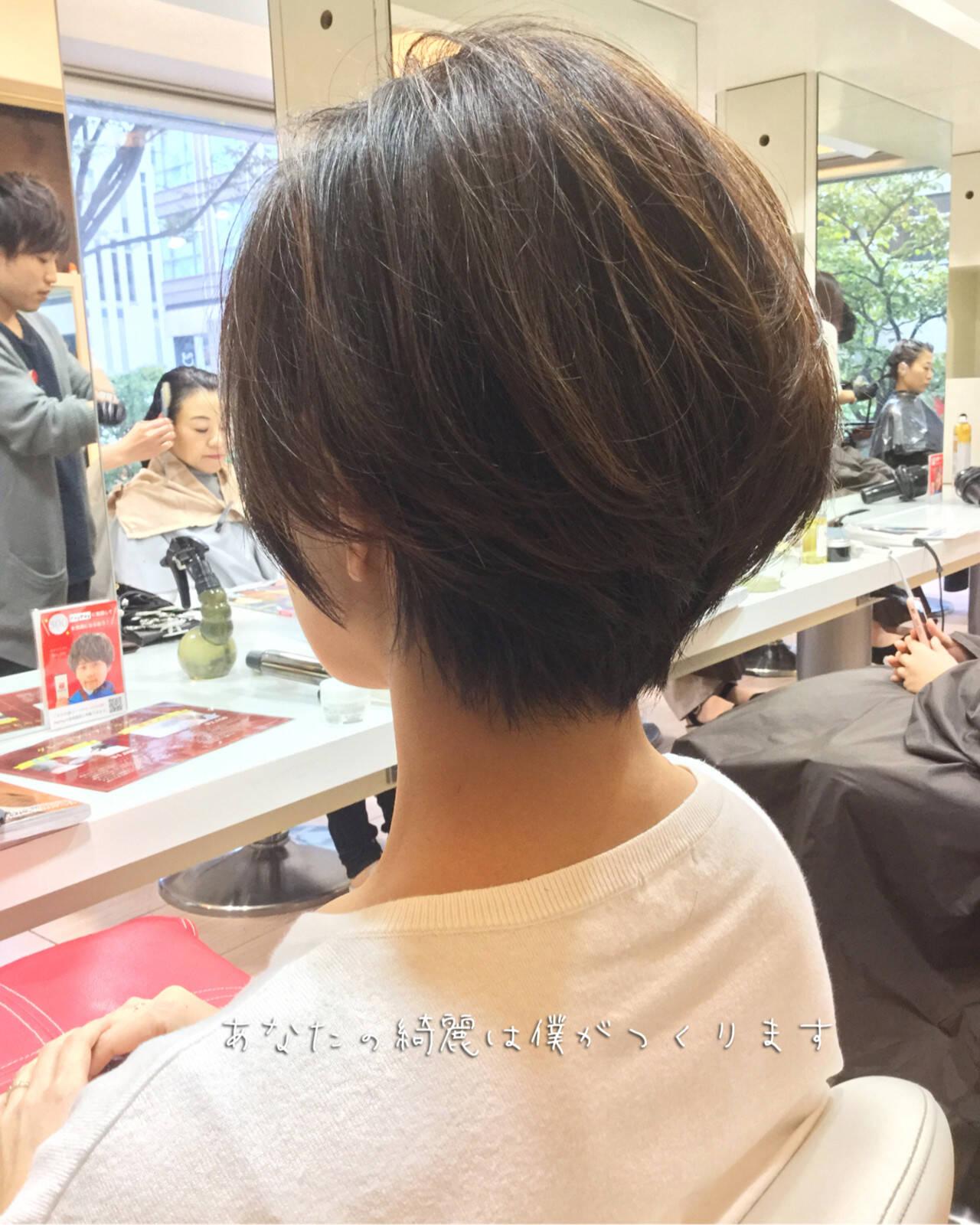 ベリーショート 切りっぱなしボブ ナチュラル ウルフカットヘアスタイルや髪型の写真・画像