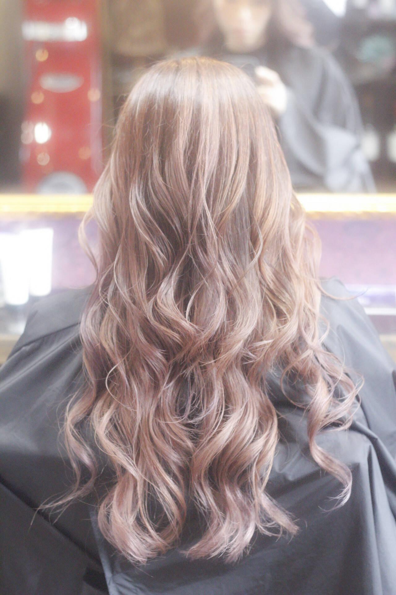 ピンクベージュ ブリーチ ピンク ダブルカラーヘアスタイルや髪型の写真・画像