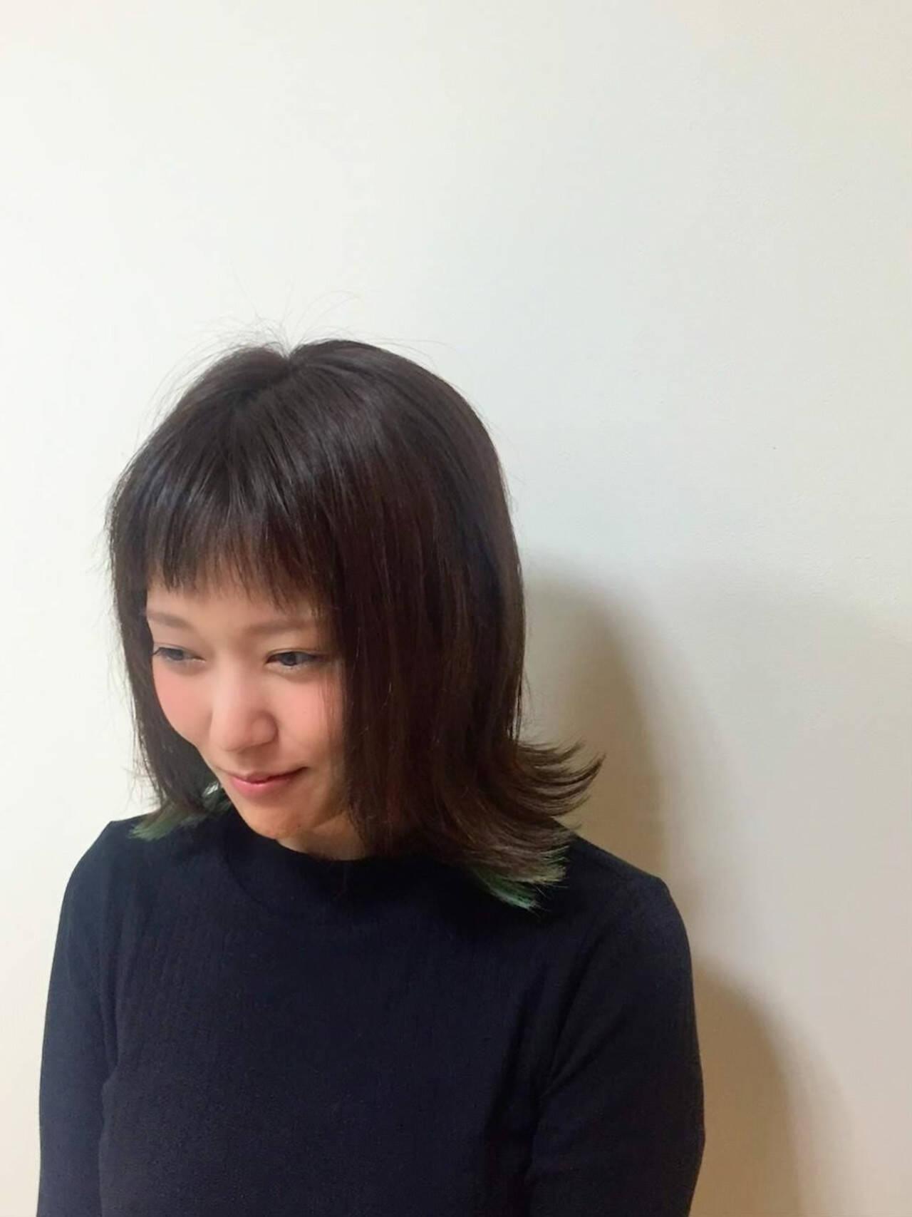 切りっぱなしボブ 外ハネボブ フェミニン インナーカラーヘアスタイルや髪型の写真・画像