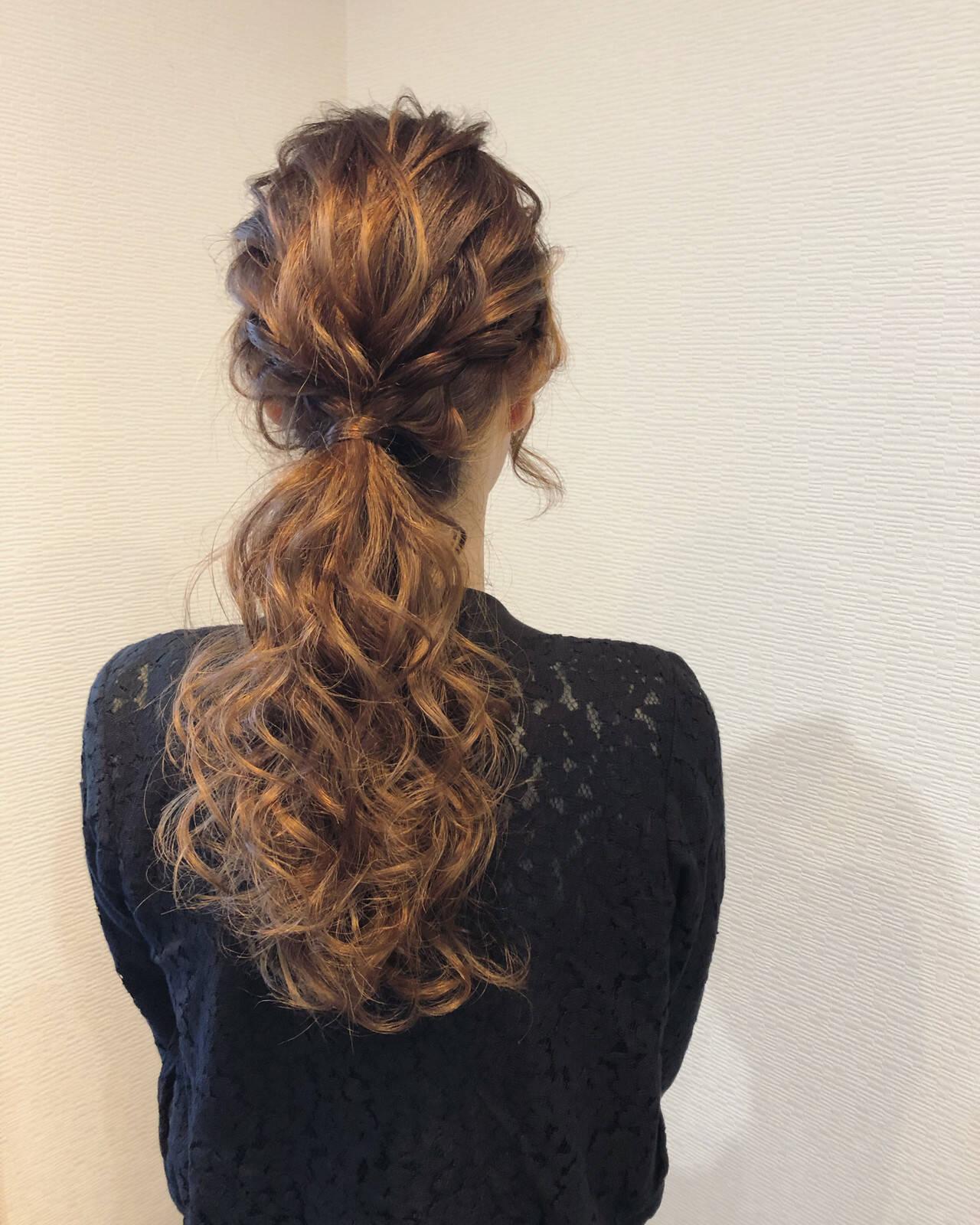 ローポニーテール セミロング ポニーテールアレンジ フェミニンヘアスタイルや髪型の写真・画像
