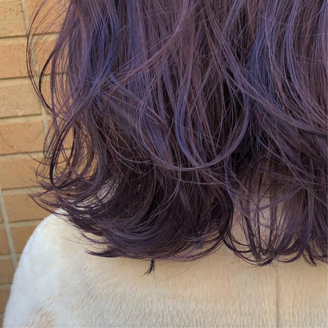 ラベンダーグレージュ ラベンダーアッシュ セミロング モードヘアスタイルや髪型の写真・画像