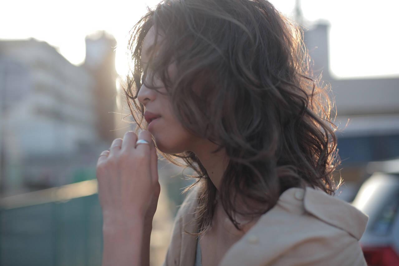 ウルフパーマ ナチュラル ウルフ パーマヘアスタイルや髪型の写真・画像