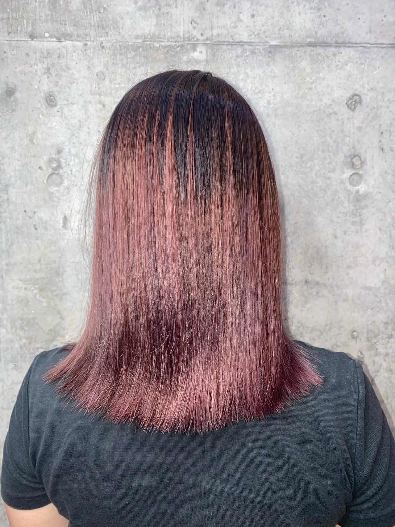 切りっぱなしボブ パープルアッシュ ミディアム グラデーションカラーヘアスタイルや髪型の写真・画像