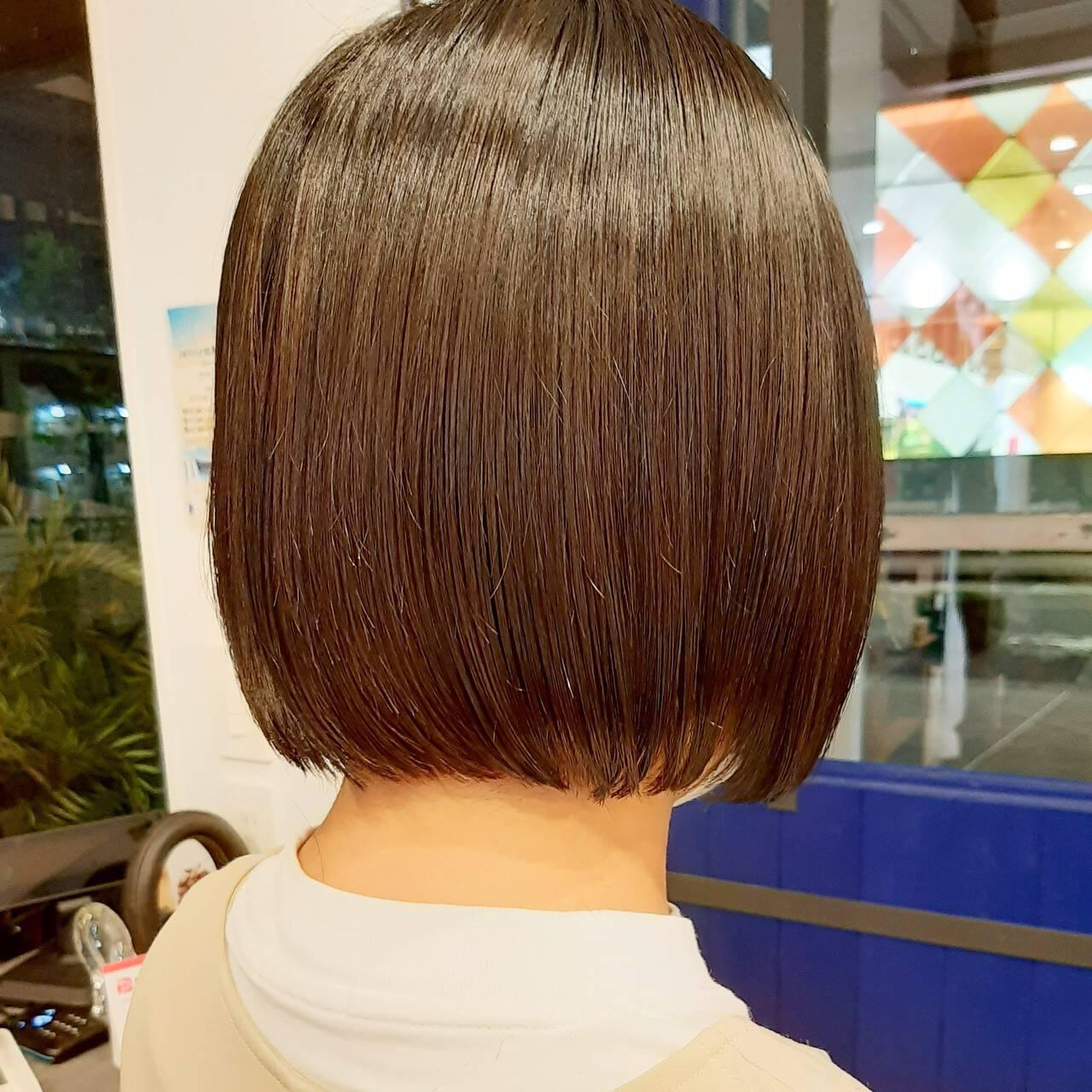 切りっぱなしボブ インナーカラー ショートヘア ボブヘアスタイルや髪型の写真・画像