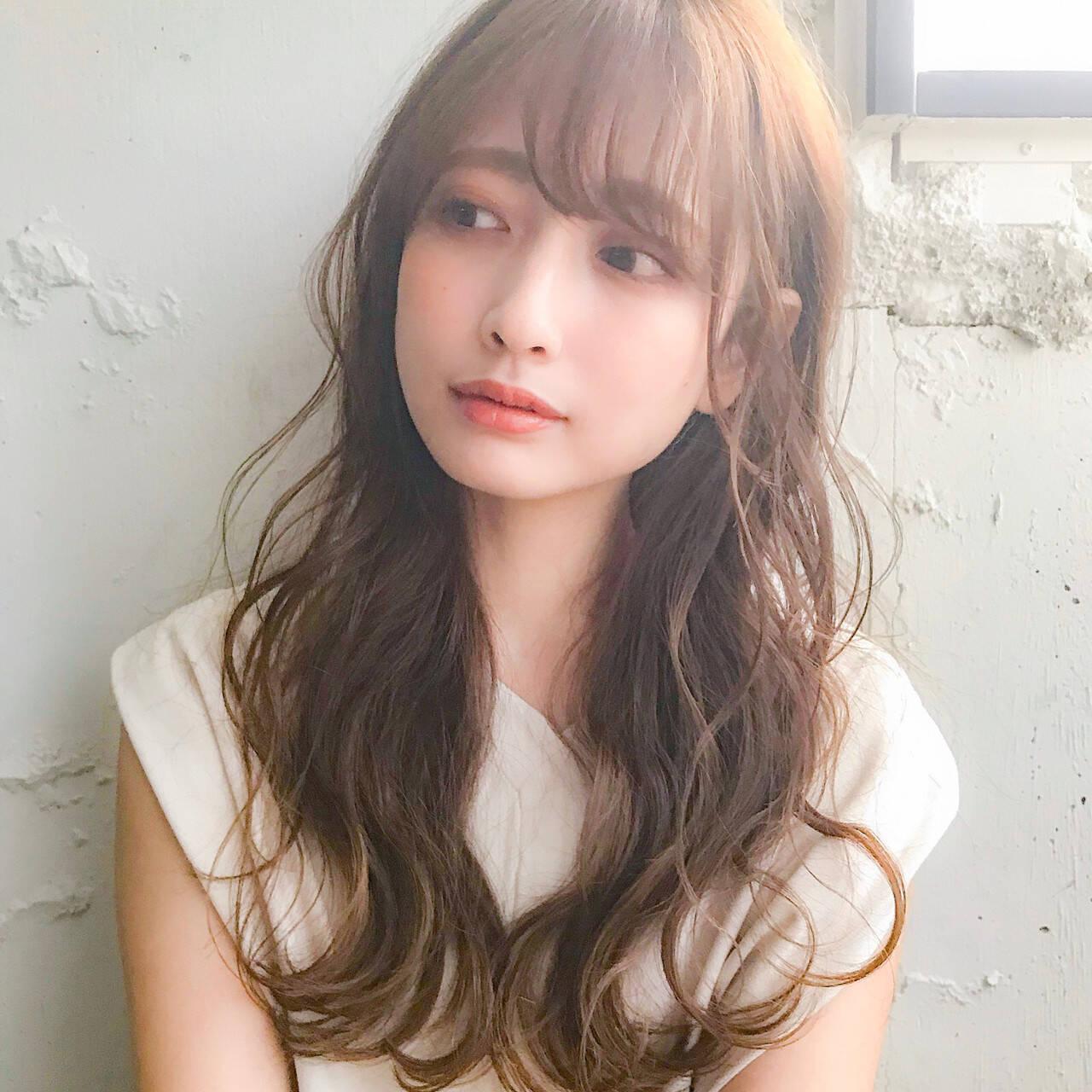 巻き髪 ゆるふわパーマ シースルーバング セミロングヘアスタイルや髪型の写真・画像