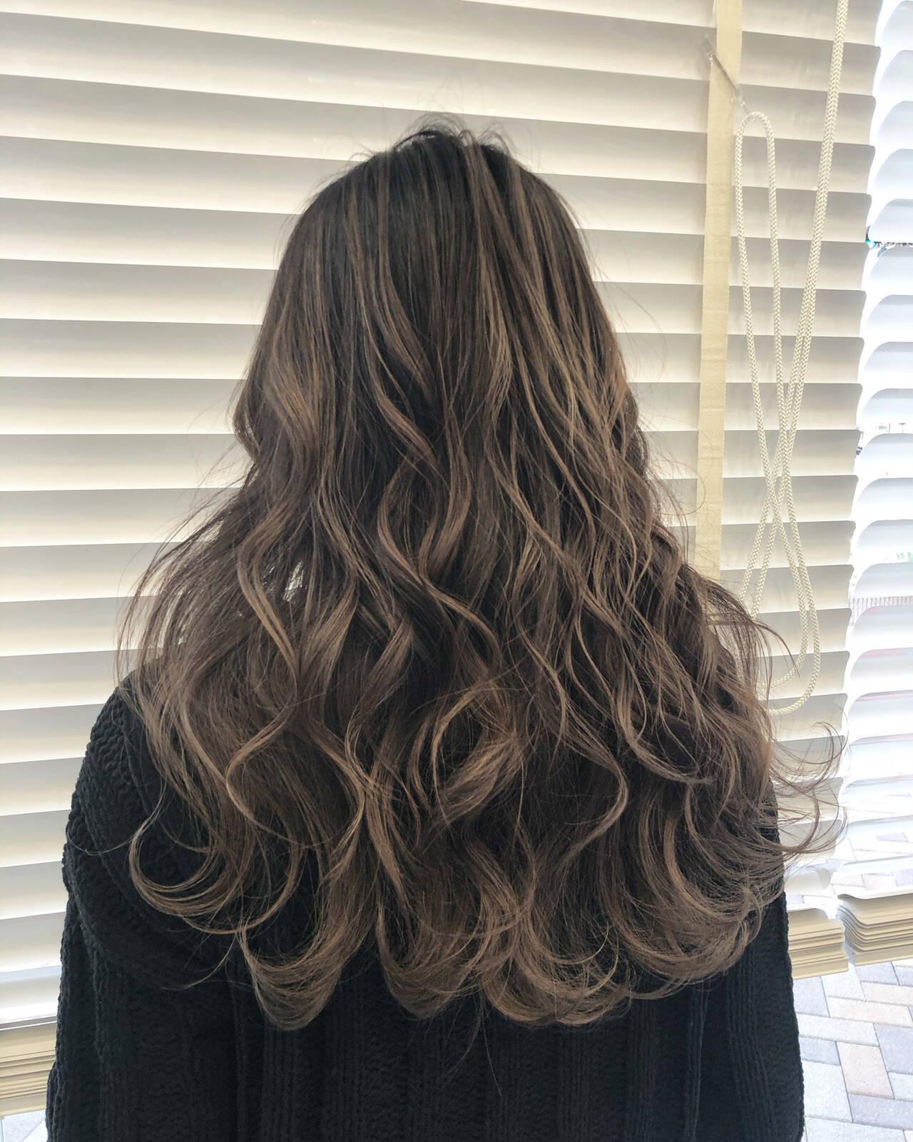 バレイヤージュ ハイライト ロング 学生ヘアスタイルや髪型の写真・画像