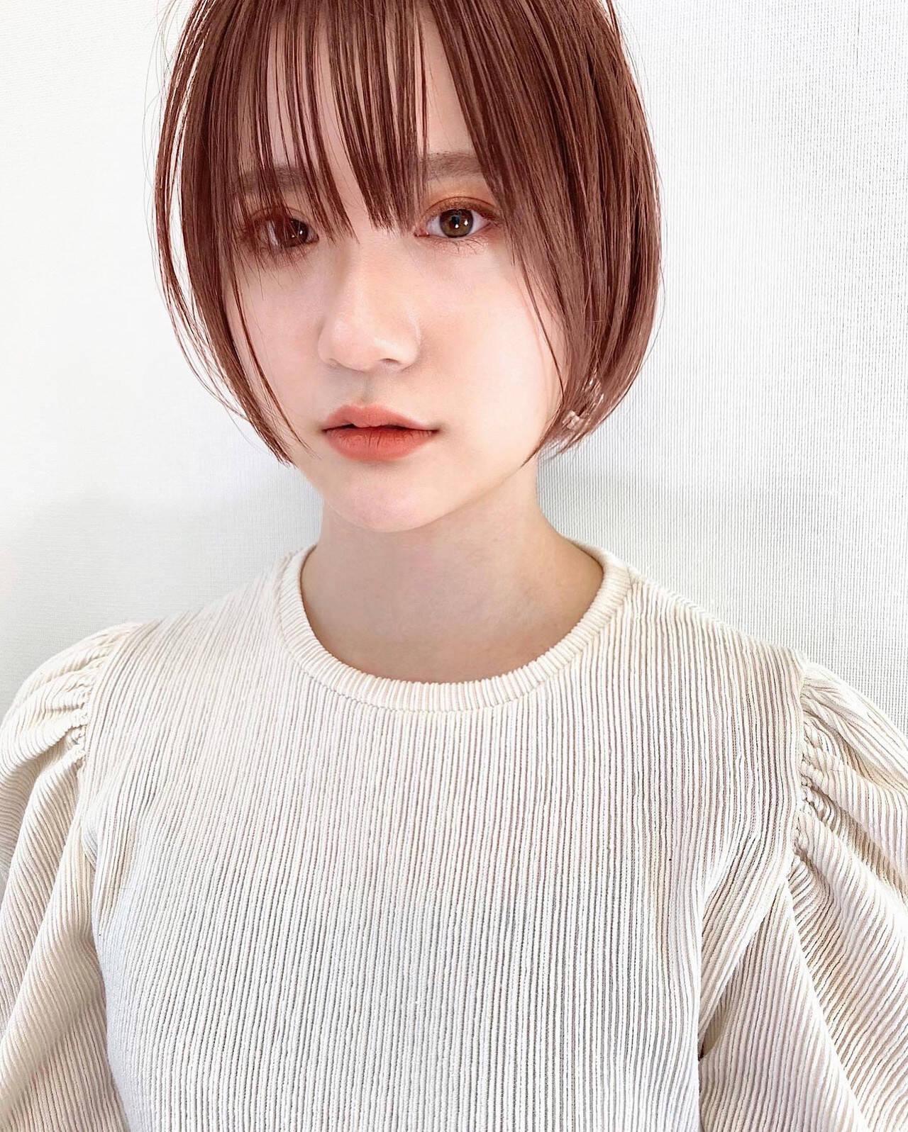 小顔ショート オレンジベージュ シースルーバング ショートボブヘアスタイルや髪型の写真・画像