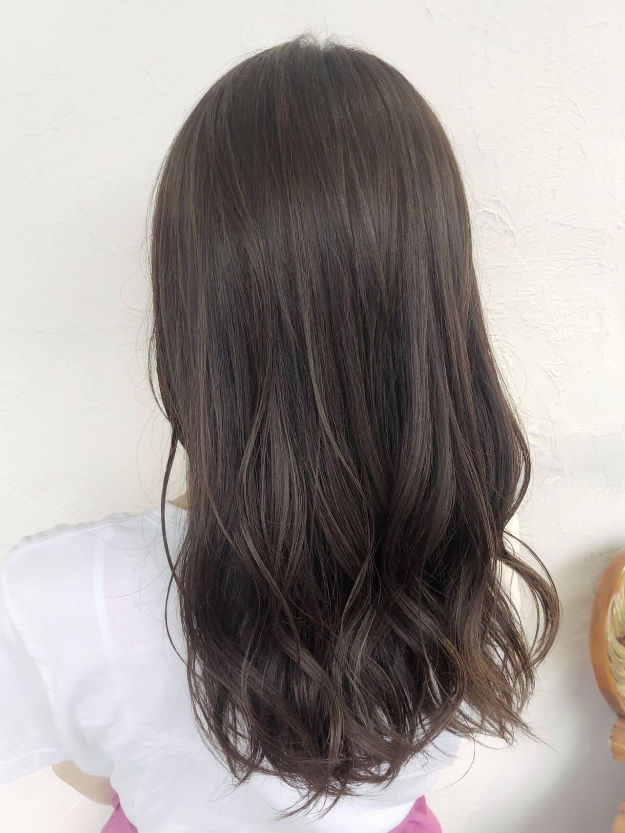 コテ巻き グレージュ ハイライト 透明感カラーヘアスタイルや髪型の写真・画像