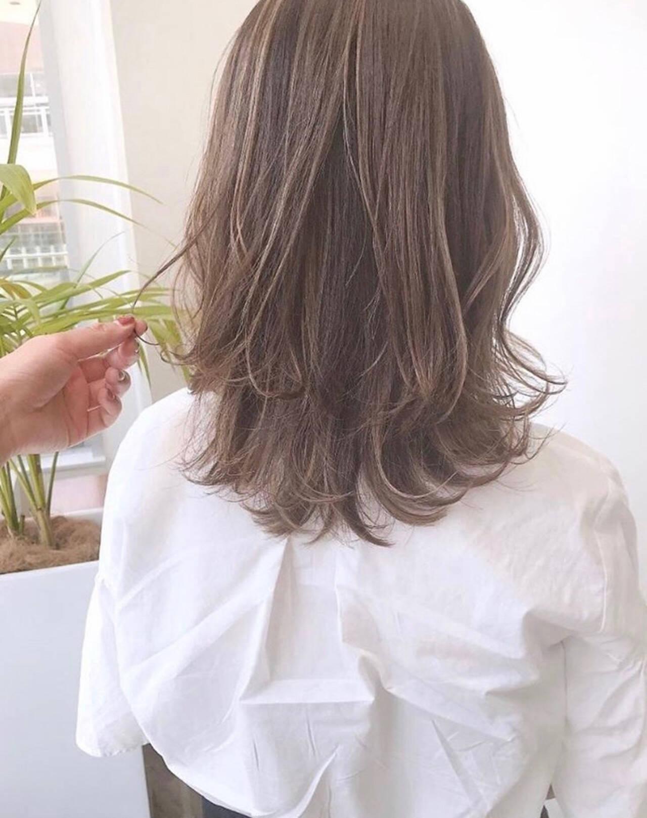 極細ハイライト レイヤーカット ハイライト 大人ハイライトヘアスタイルや髪型の写真・画像