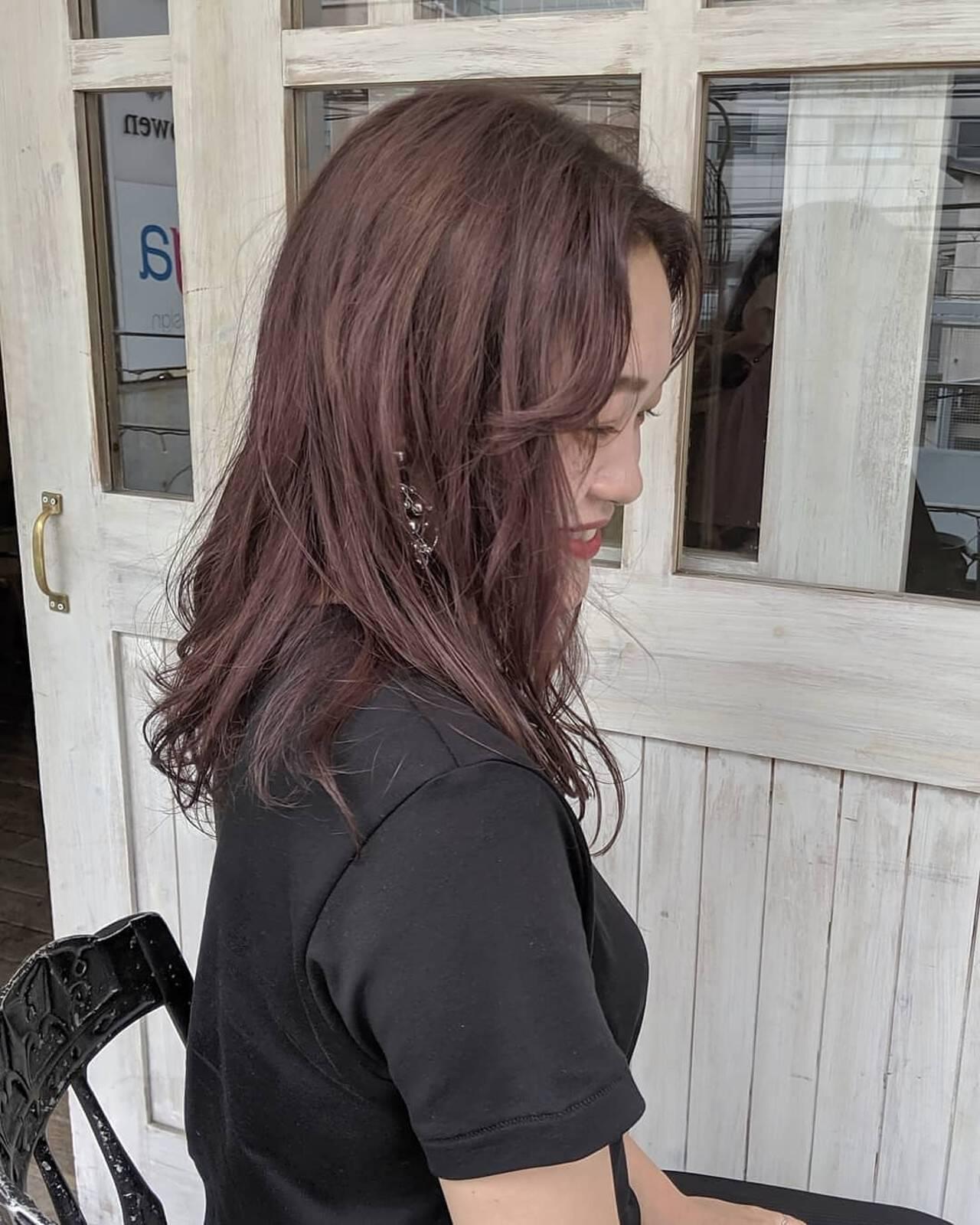 かき上げ前髪 ピンクバイオレット ミディアム ラベンダーカラーヘアスタイルや髪型の写真・画像