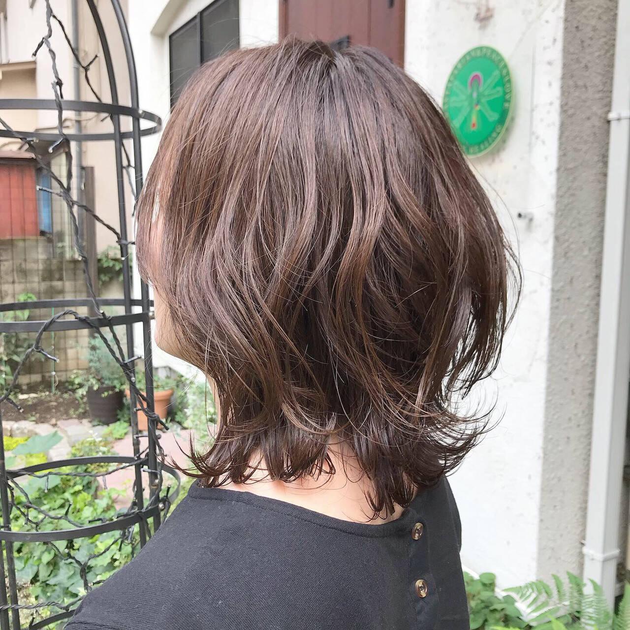 切りっぱなしボブ 外ハネボブ グレージュ くびれボブヘアスタイルや髪型の写真・画像