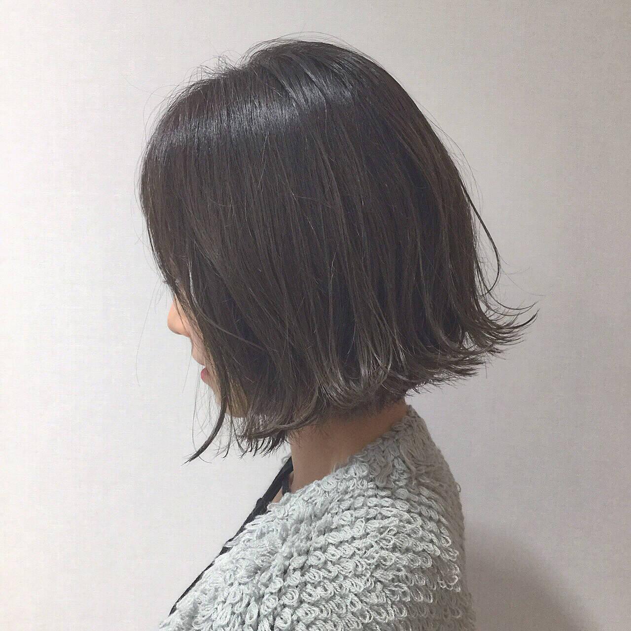 アッシュ イルミナカラー 切りっぱなし グレージュヘアスタイルや髪型の写真・画像