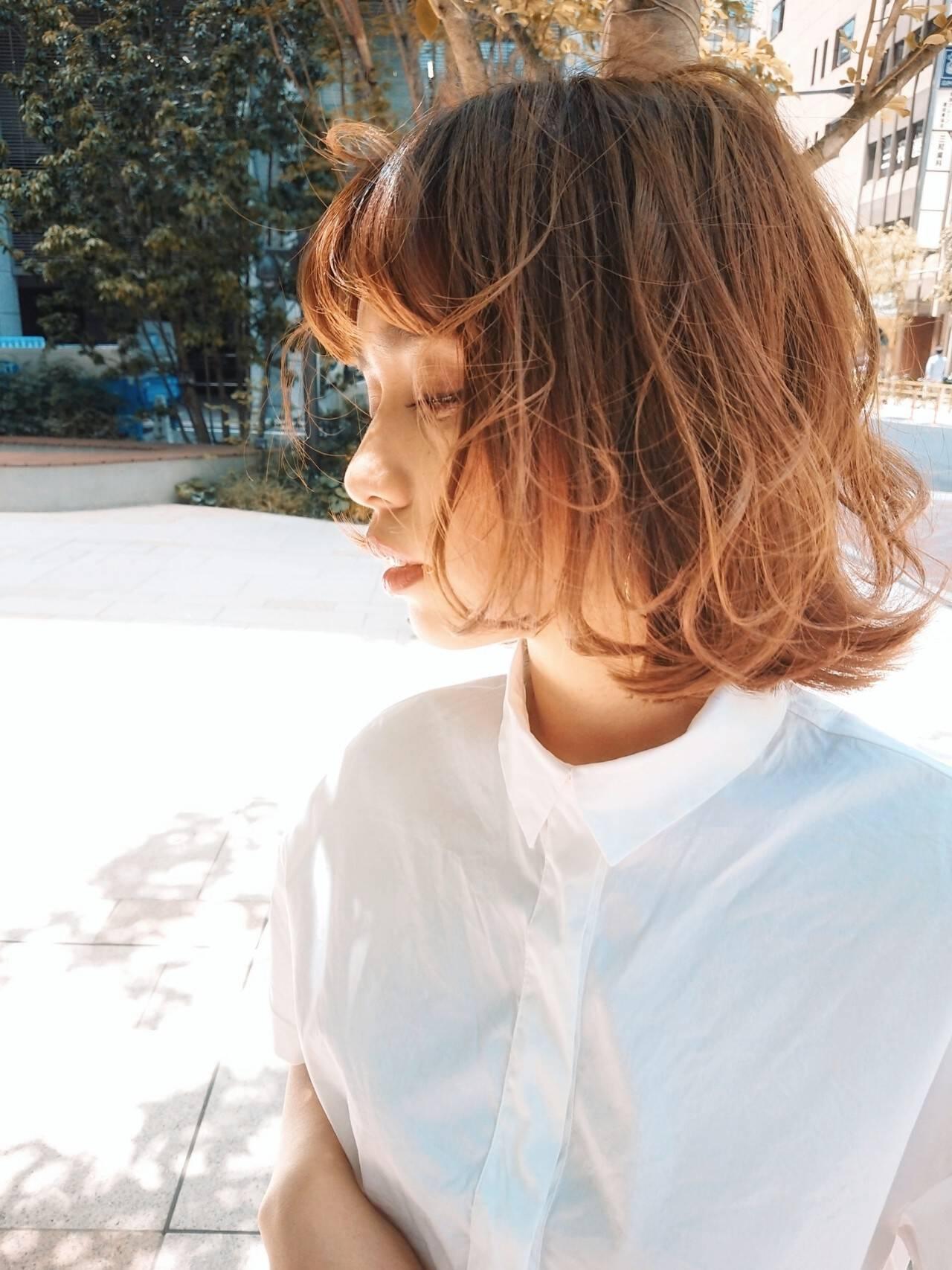 ウルフカット 切りっぱなしボブ ショートヘア インナーカラーヘアスタイルや髪型の写真・画像