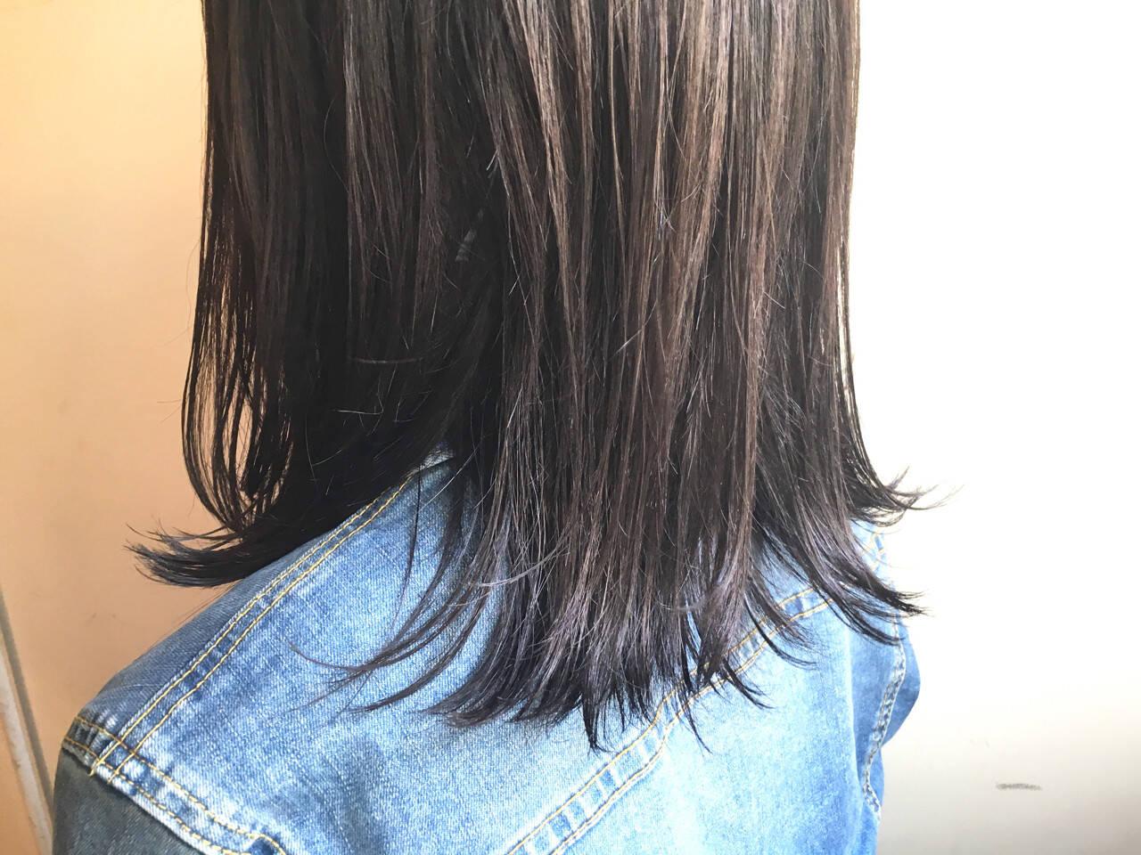 グレージュ ミディアム 暗髪 ダブルカラーヘアスタイルや髪型の写真・画像