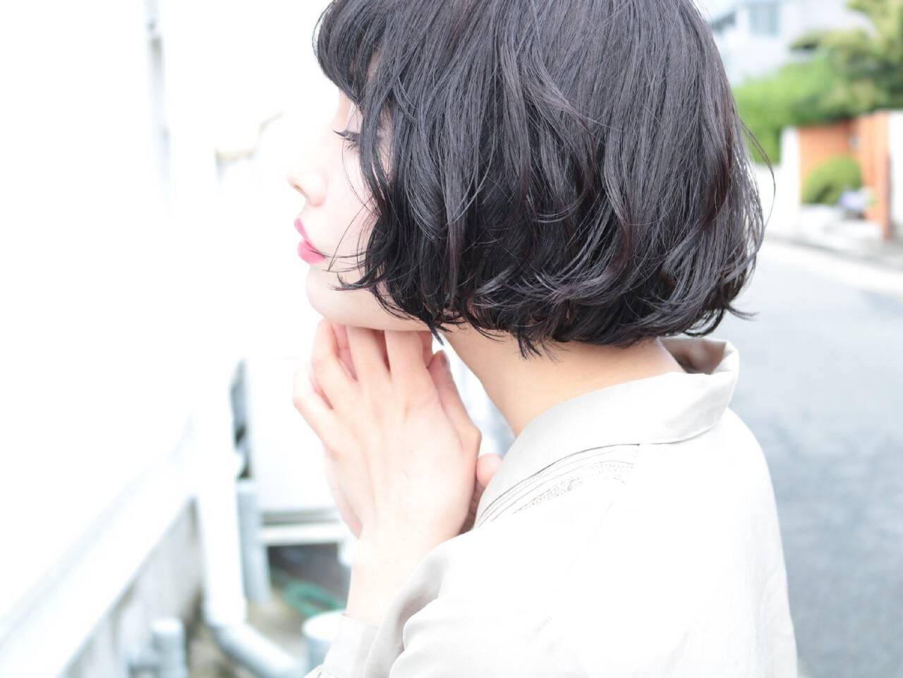 パーマ ヘアアレンジ オフィス ショートヘアスタイルや髪型の写真・画像