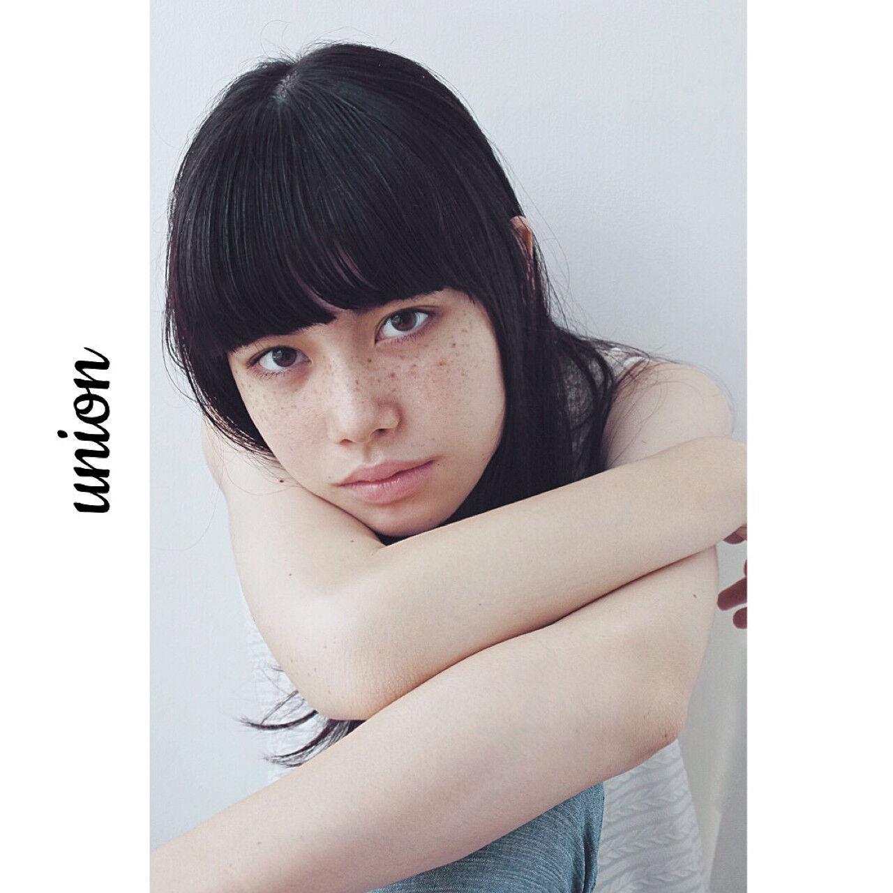 ピュア 暗髪 大人かわいい ストレートヘアスタイルや髪型の写真・画像