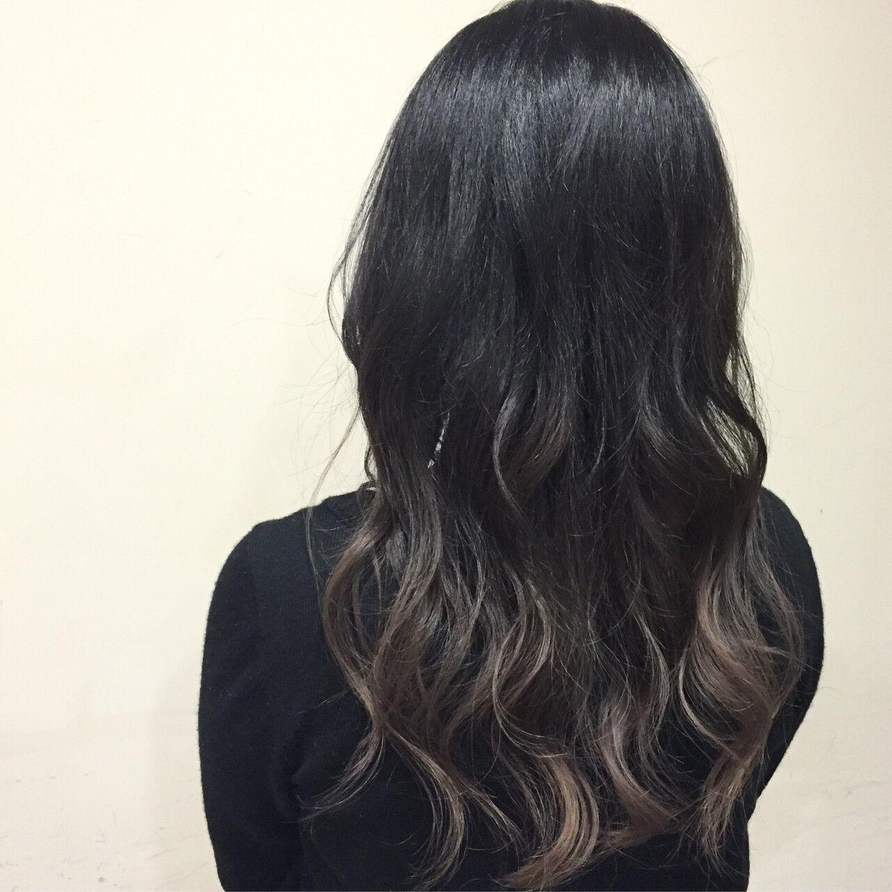 グラデーションカラー 暗髪 セミロング グレージュヘアスタイルや髪型の写真・画像