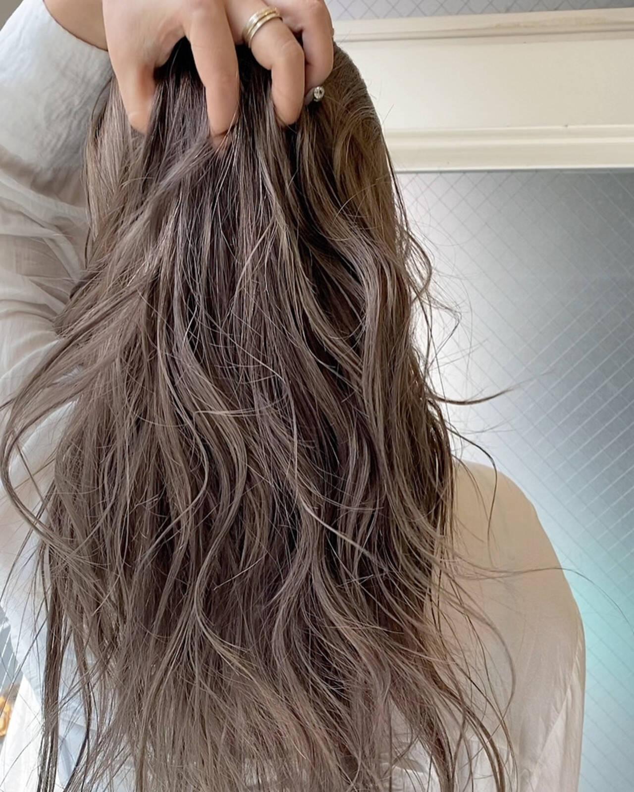 ミルクティーベージュ ロング ハイトーン シアーベージュヘアスタイルや髪型の写真・画像