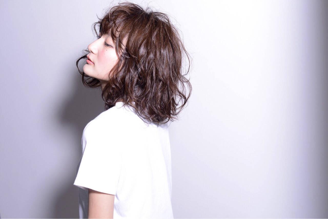 ストリート セミロング パーマ 黒髪ヘアスタイルや髪型の写真・画像