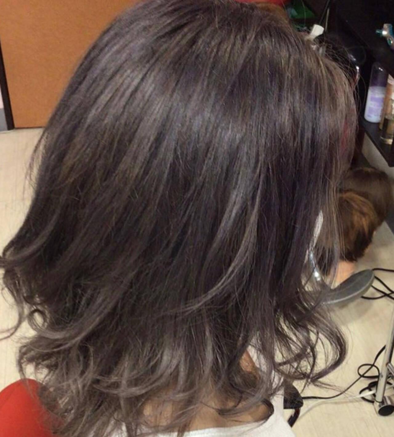 ミディアム 外国人風カラー グレージュ ガーリーヘアスタイルや髪型の写真・画像
