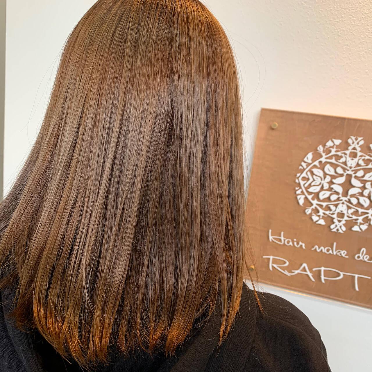 ベージュ ブラウンベージュ ミディアム ミルクティーベージュヘアスタイルや髪型の写真・画像