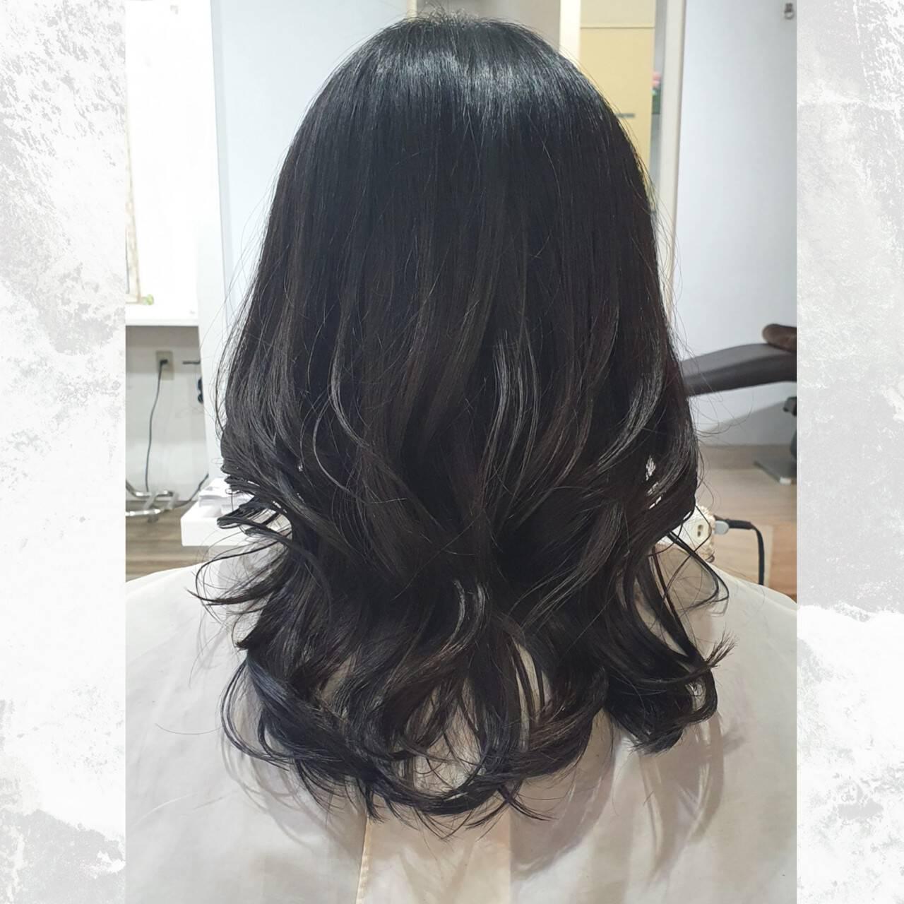 レイヤースタイル セミロング ナチュラル 外ハネヘアスタイルや髪型の写真・画像
