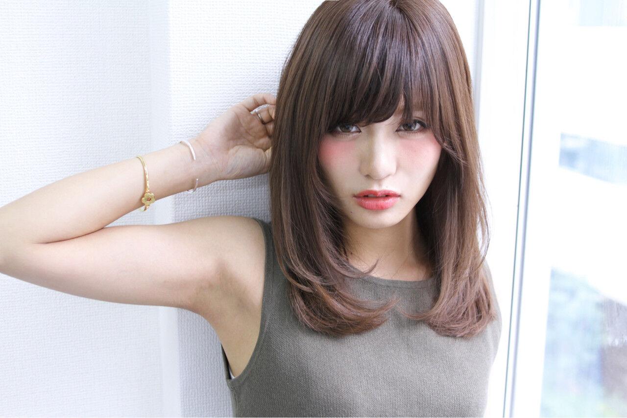 大人かわいい セミロング ストレート ナチュラルヘアスタイルや髪型の写真・画像