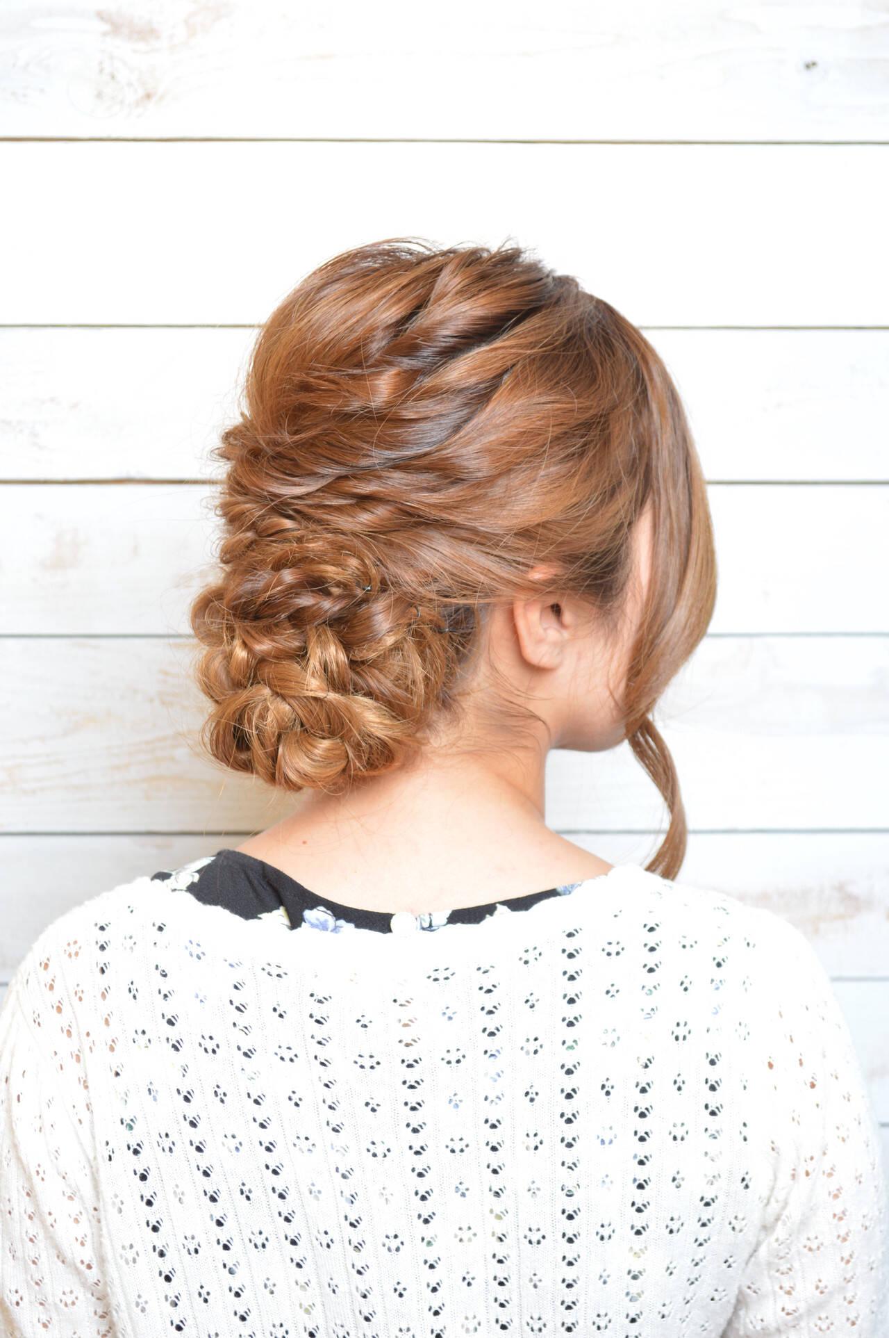 ねじり アップスタイル ヘアアレンジ ニュアンスヘアスタイルや髪型の写真・画像