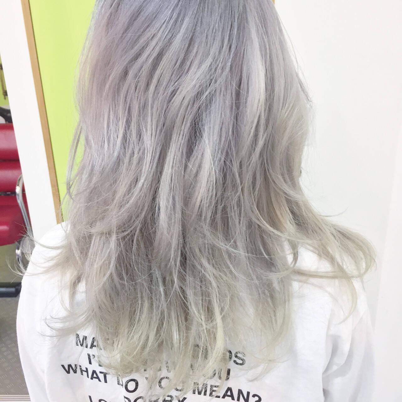 ハイトーン ホワイト ミディアム ストリートヘアスタイルや髪型の写真・画像
