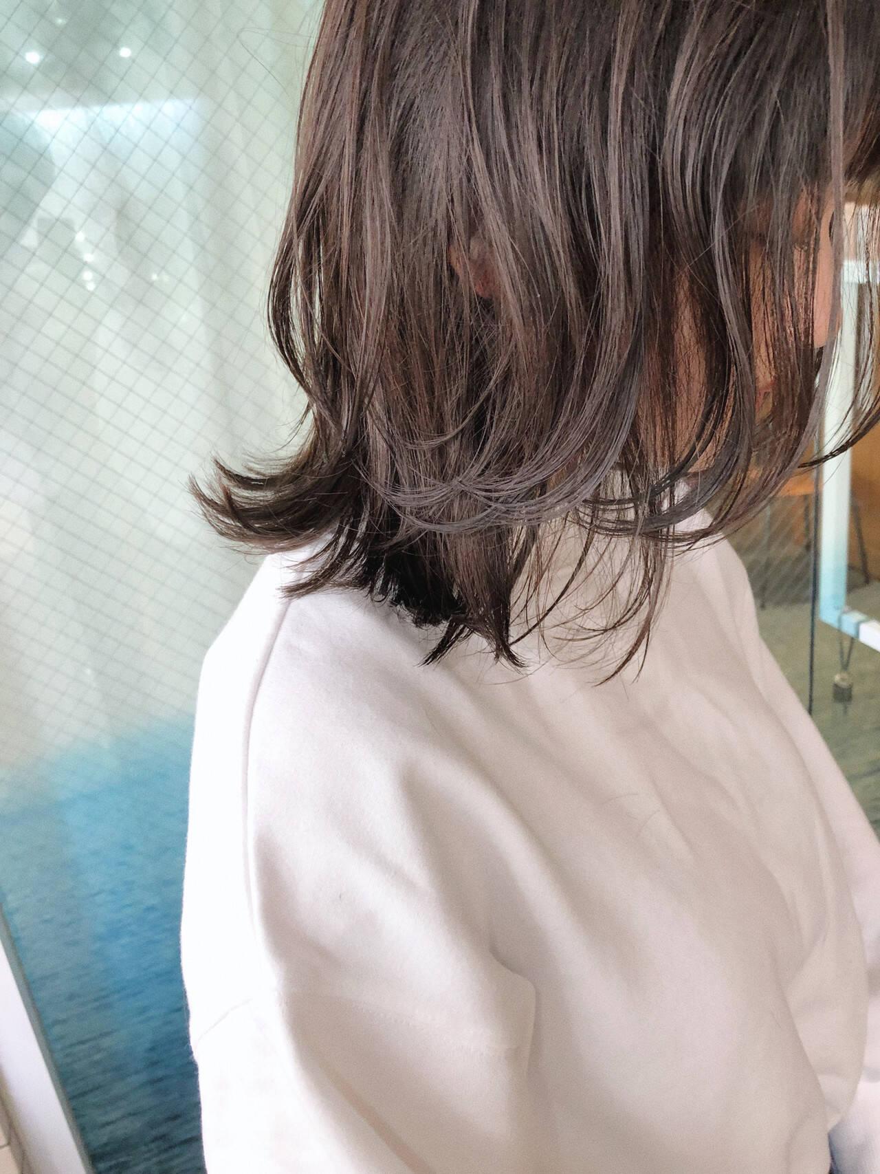 ミディアムレイヤー ウルフカット ナチュラルウルフ レイヤーカットヘアスタイルや髪型の写真・画像