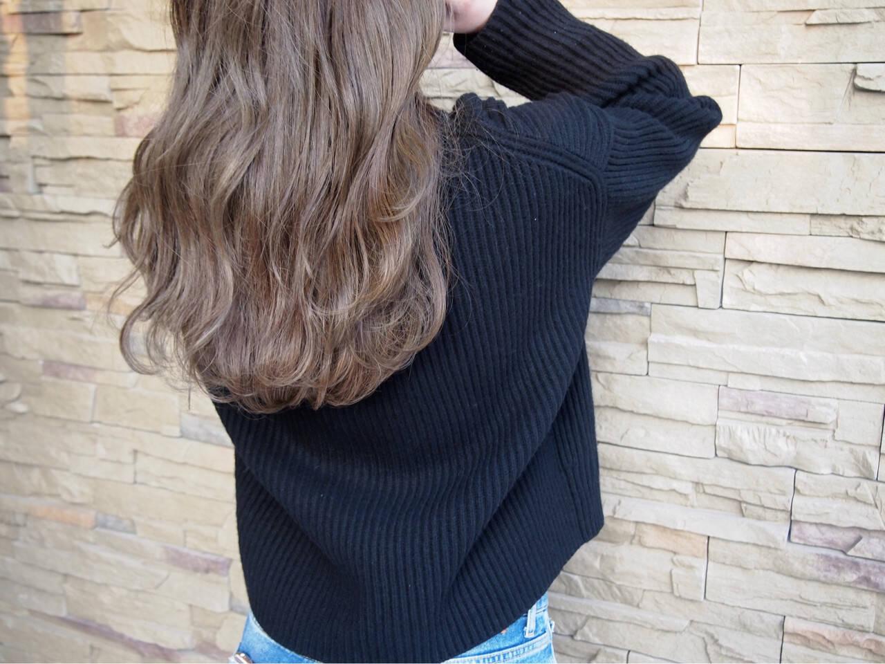 外国人風 フェミニン アッシュ ゆるふわヘアスタイルや髪型の写真・画像