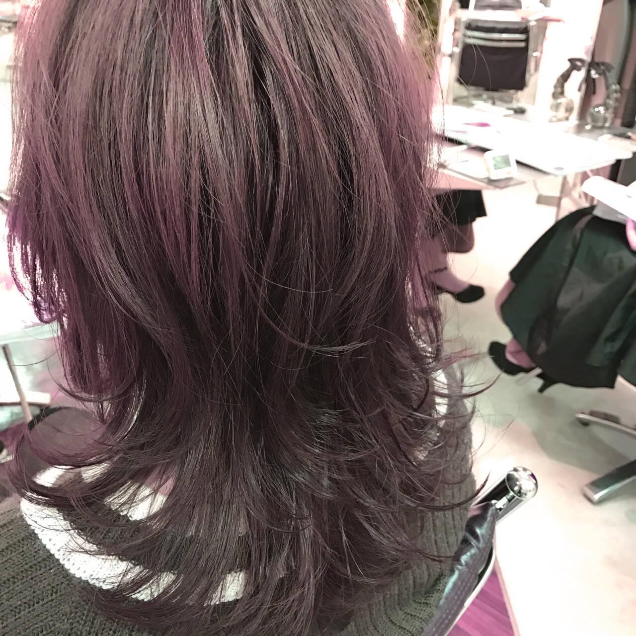 ミディアム ストリート レイヤーカット 外ハネヘアスタイルや髪型の写真・画像