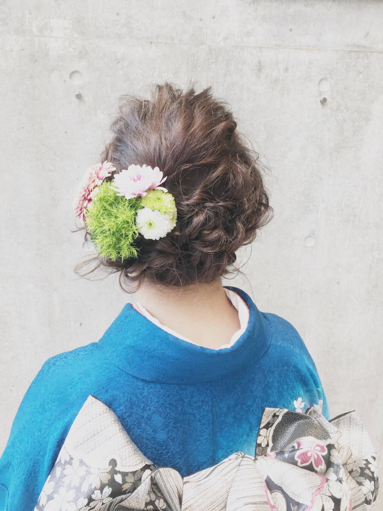 謝恩会 ナチュラル 花 セミロングヘアスタイルや髪型の写真・画像