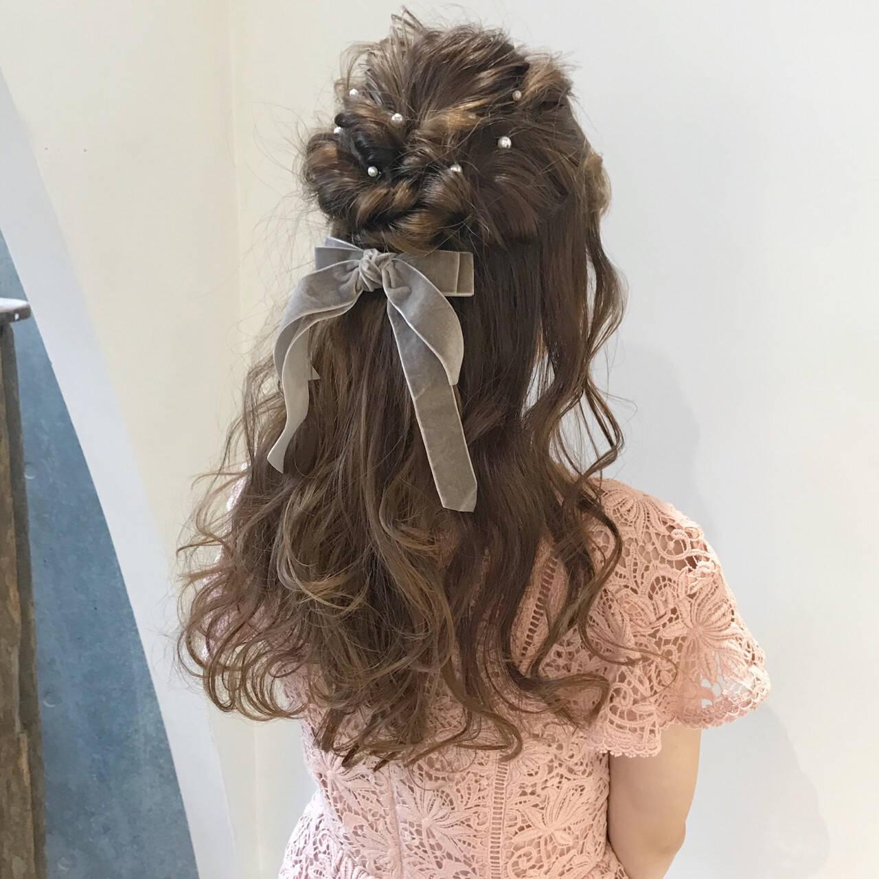 ミルクティーベージュ ロング ガーリー 二次会ヘアスタイルや髪型の写真・画像