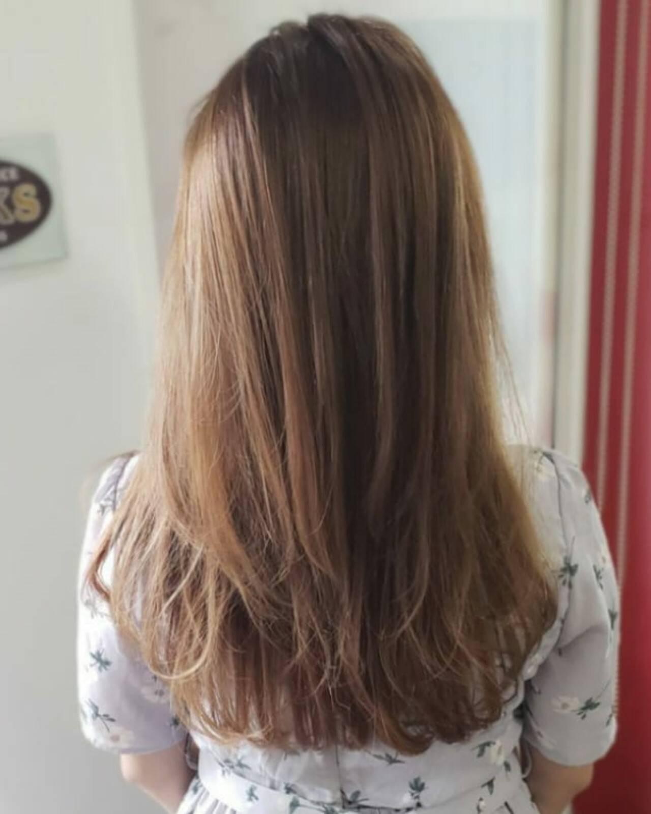 イルミナカラー ナチュラル セミロング ブラウンヘアスタイルや髪型の写真・画像