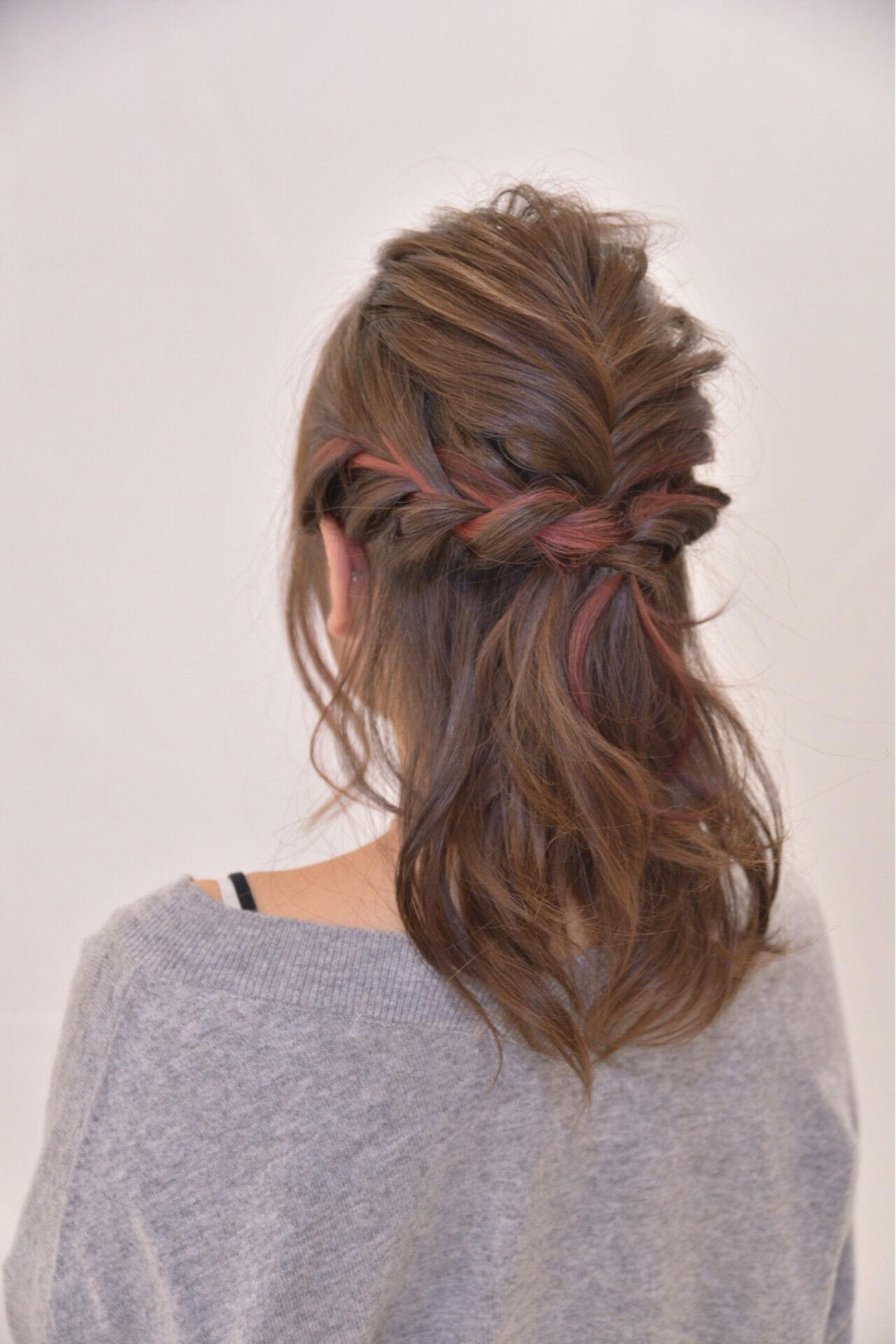 編み込み ミルクティー 結婚式 セミロングヘアスタイルや髪型の写真・画像