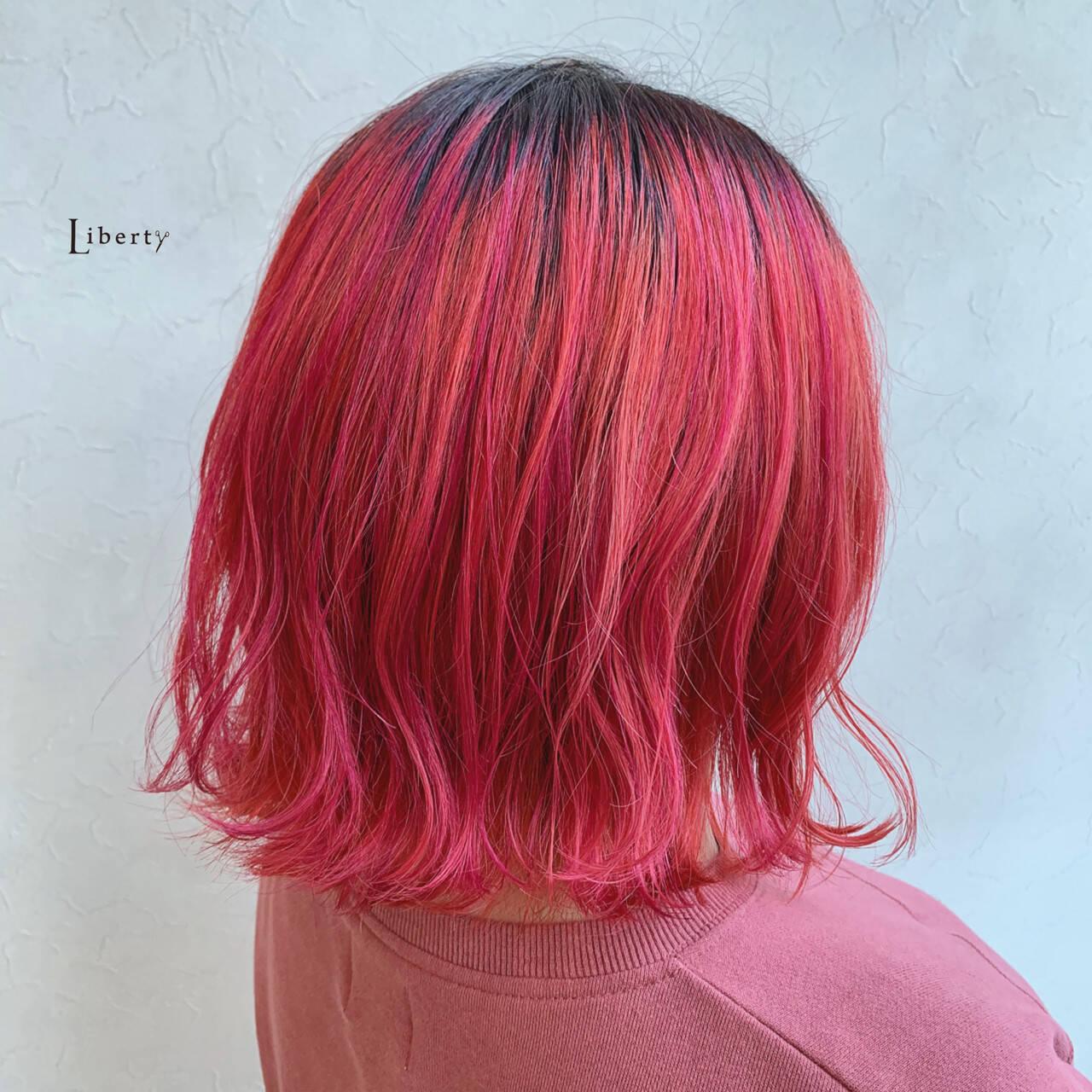 ピンク アプリコットオレンジ オレンジカラー ミディアムヘアスタイルや髪型の写真・画像