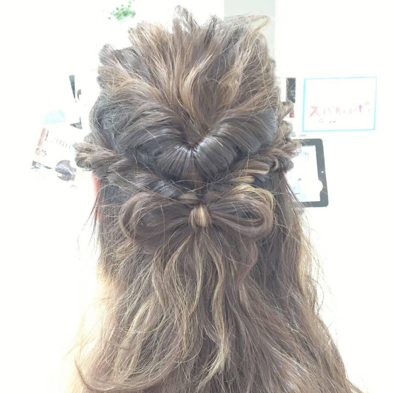編み込み 波ウェーブ くるりんぱ ストリートヘアスタイルや髪型の写真・画像