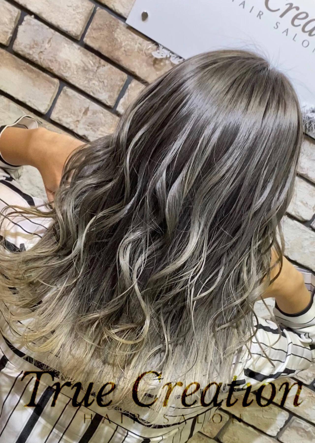 グラデーション ホワイトグラデーション 極細ハイライト セミロングヘアスタイルや髪型の写真・画像