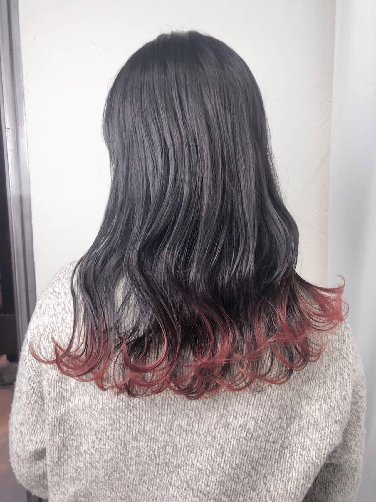 チェリーレッド レッドカラー ナチュラル セミロングヘアスタイルや髪型の写真・画像