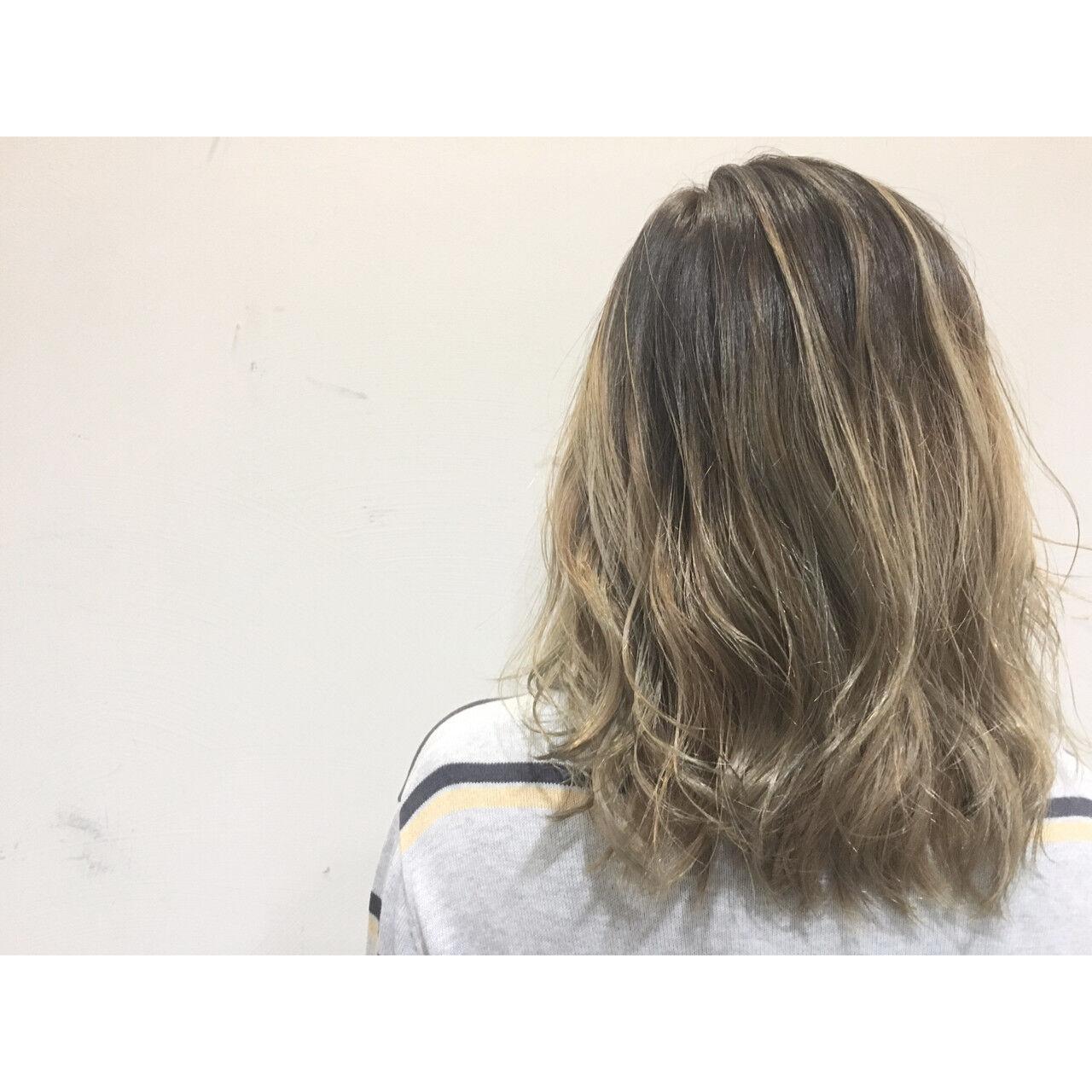 ハイライト ブラウン ストリート ボブヘアスタイルや髪型の写真・画像