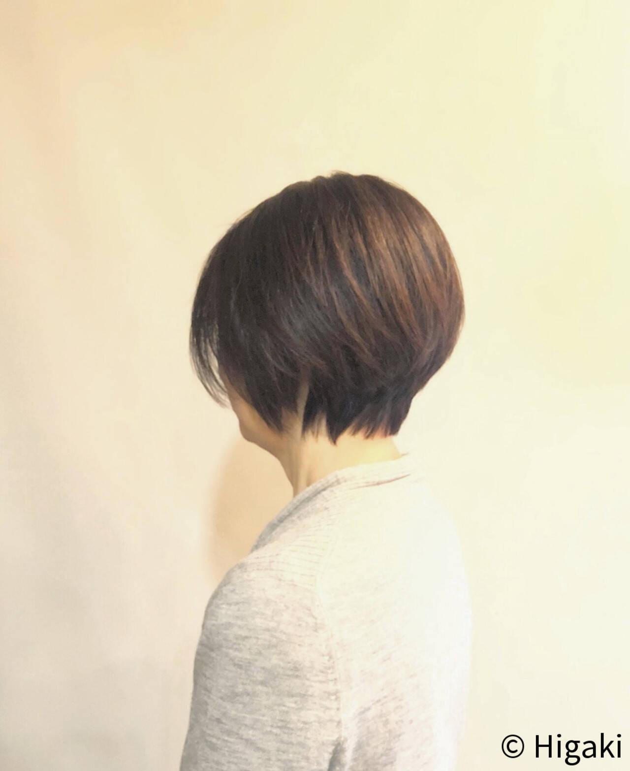 ショート シルバーグレイ ボーイッシュ シンプルヘアスタイルや髪型の写真・画像
