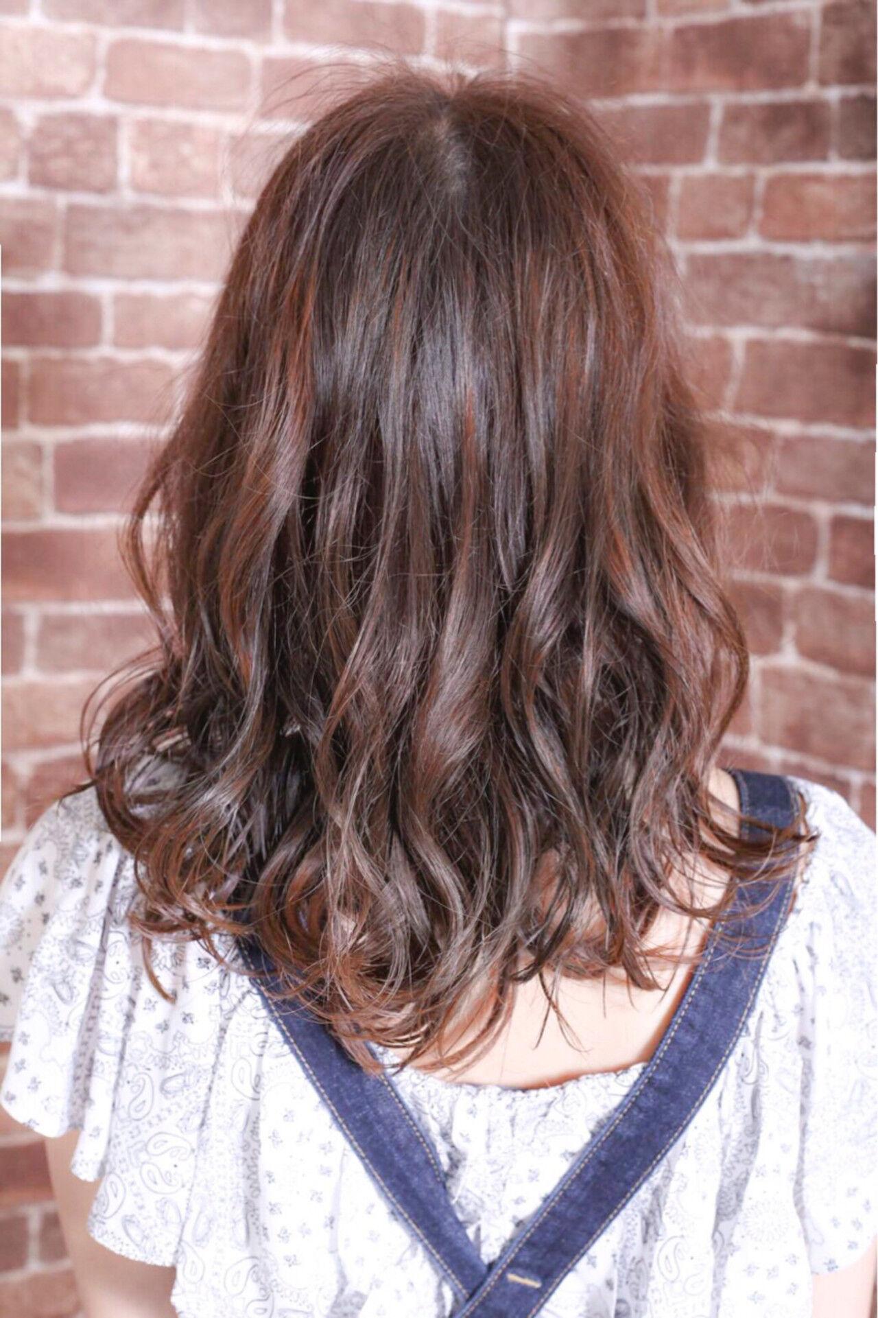 ストリート 大人かわいい アッシュ カールヘアスタイルや髪型の写真・画像